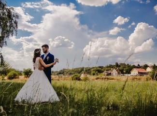 svatební fotograf Kochánky, cirkevní obřad, přírodní boho svatba-114