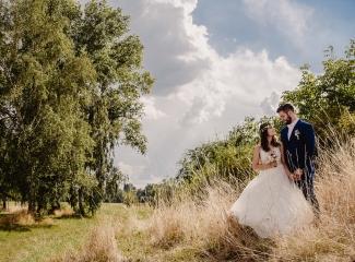 svatební fotograf Kochánky, cirkevní obřad, přírodní boho svatba-131