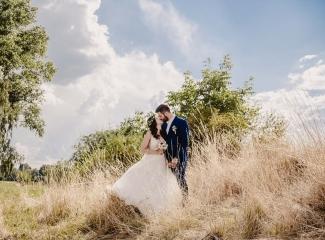 svatební fotograf Kochánky, cirkevní obřad, přírodní boho svatba-133