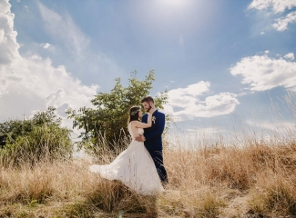 svatební fotograf Kochánky, cirkevní obřad, přírodní boho svatba-136
