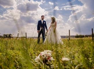 svatební fotograf Kochánky, cirkevní obřad, přírodní boho svatba-177