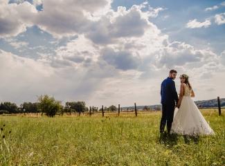 svatební fotograf Kochánky, cirkevní obřad, přírodní boho svatba-182