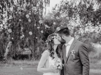 svatební fotograf Kochánky, cirkevní obřad, přírodní boho svatba-200