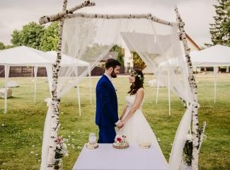 svatební fotograf Kochánky, cirkevní obřad, přírodní boho svatba-206