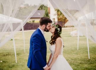 svatební fotograf Kochánky, cirkevní obřad, přírodní boho svatba-207