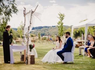 svatební fotograf Kochánky, cirkevní obřad, přírodní boho svatba-27