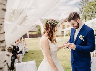 svatební fotograf Kochánky, cirkevní obřad, přírodní boho svatba-51