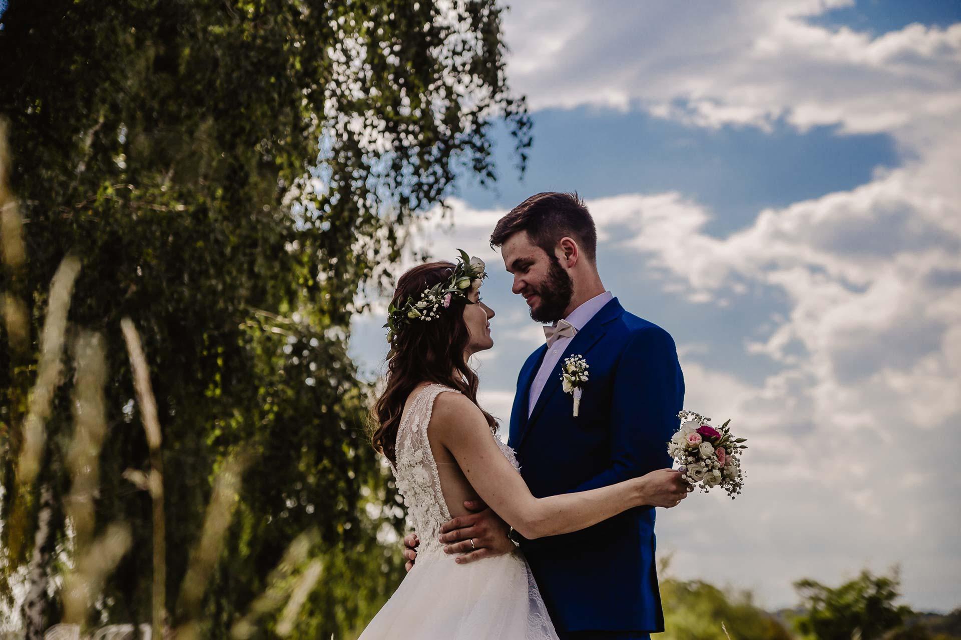 svatební fotograf Kochánky, cirkevní obřad, přírodní boho svatba-112