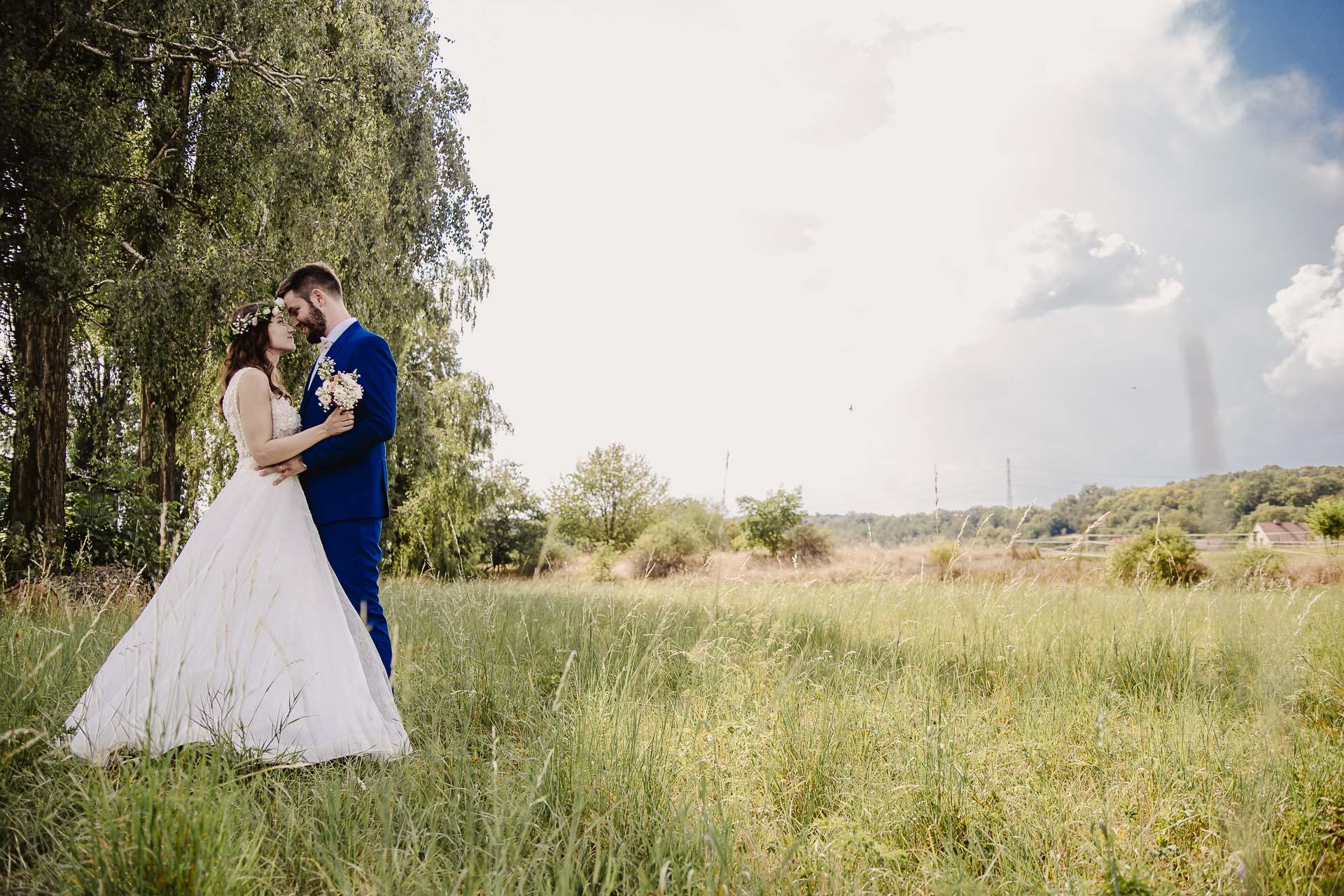 svatební fotograf Kochánky, cirkevní obřad, přírodní boho svatba-116