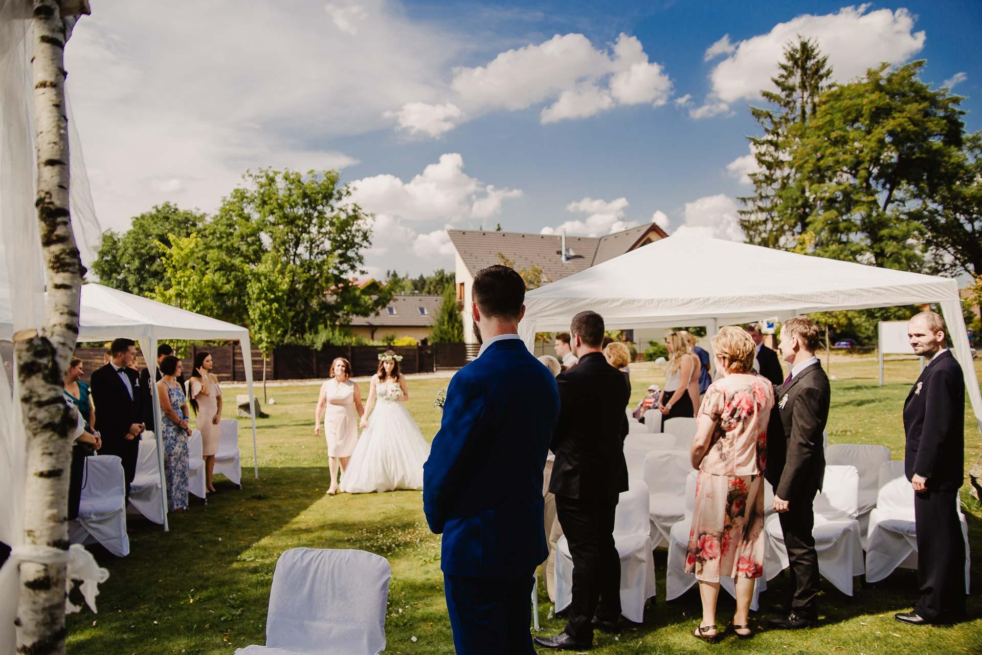 svatební fotograf Kochánky, cirkevní obřad, přírodní boho svatba-12