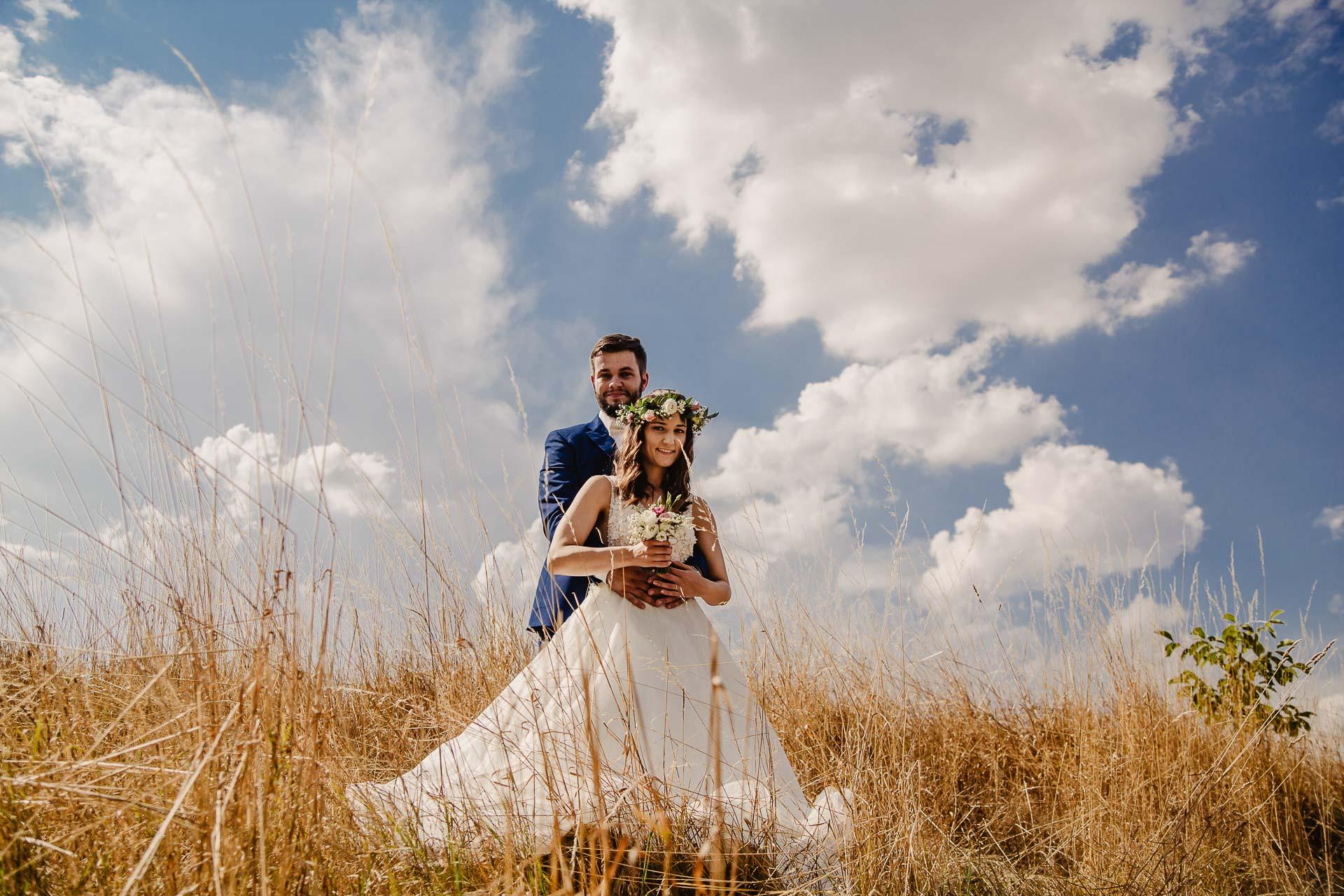 svatební fotograf Kochánky, cirkevní obřad, přírodní boho svatba-124