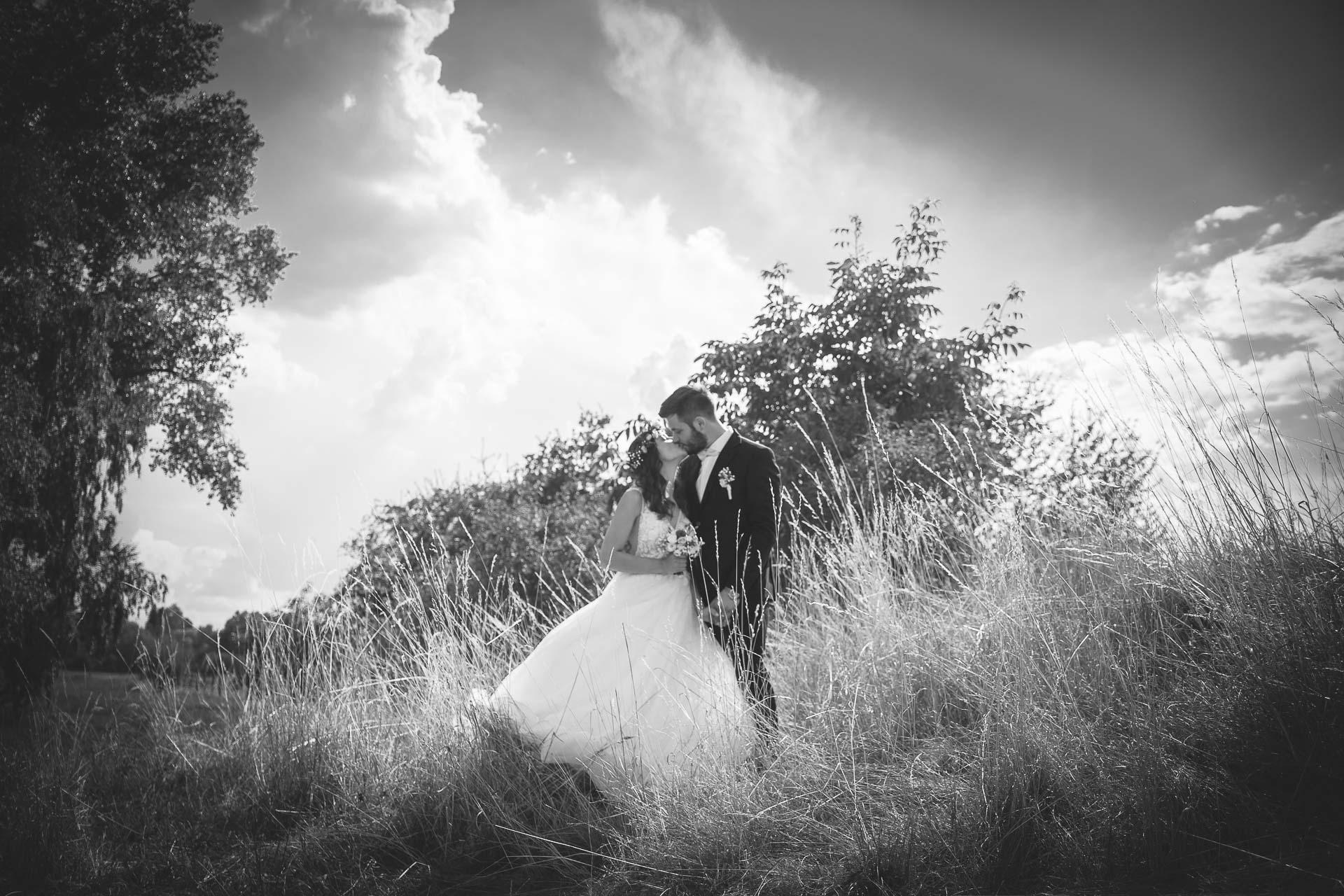 svatební fotograf Kochánky, cirkevní obřad, přírodní boho svatba-132