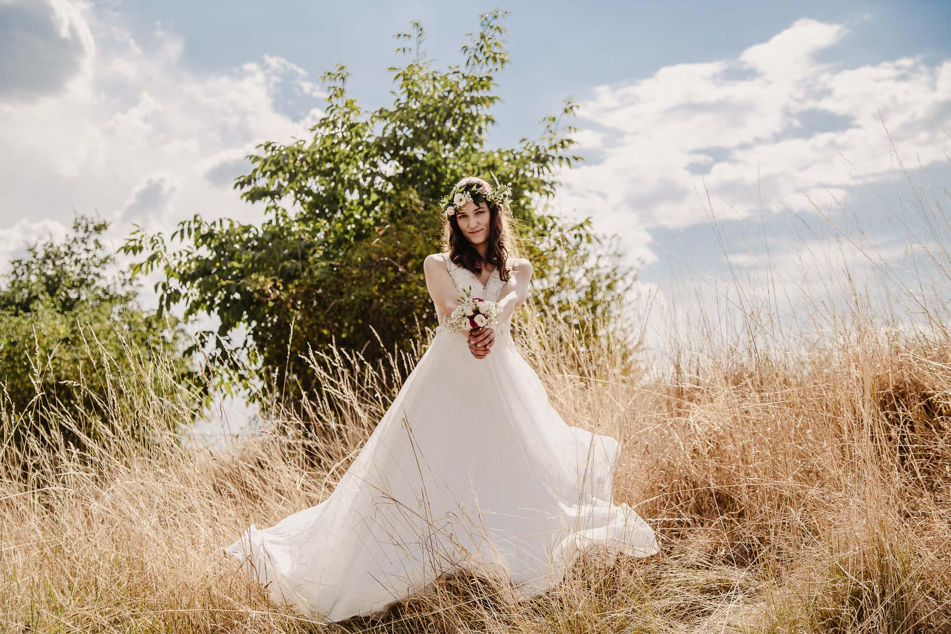 svatební fotograf Kochánky, cirkevní obřad, přírodní boho svatba-141
