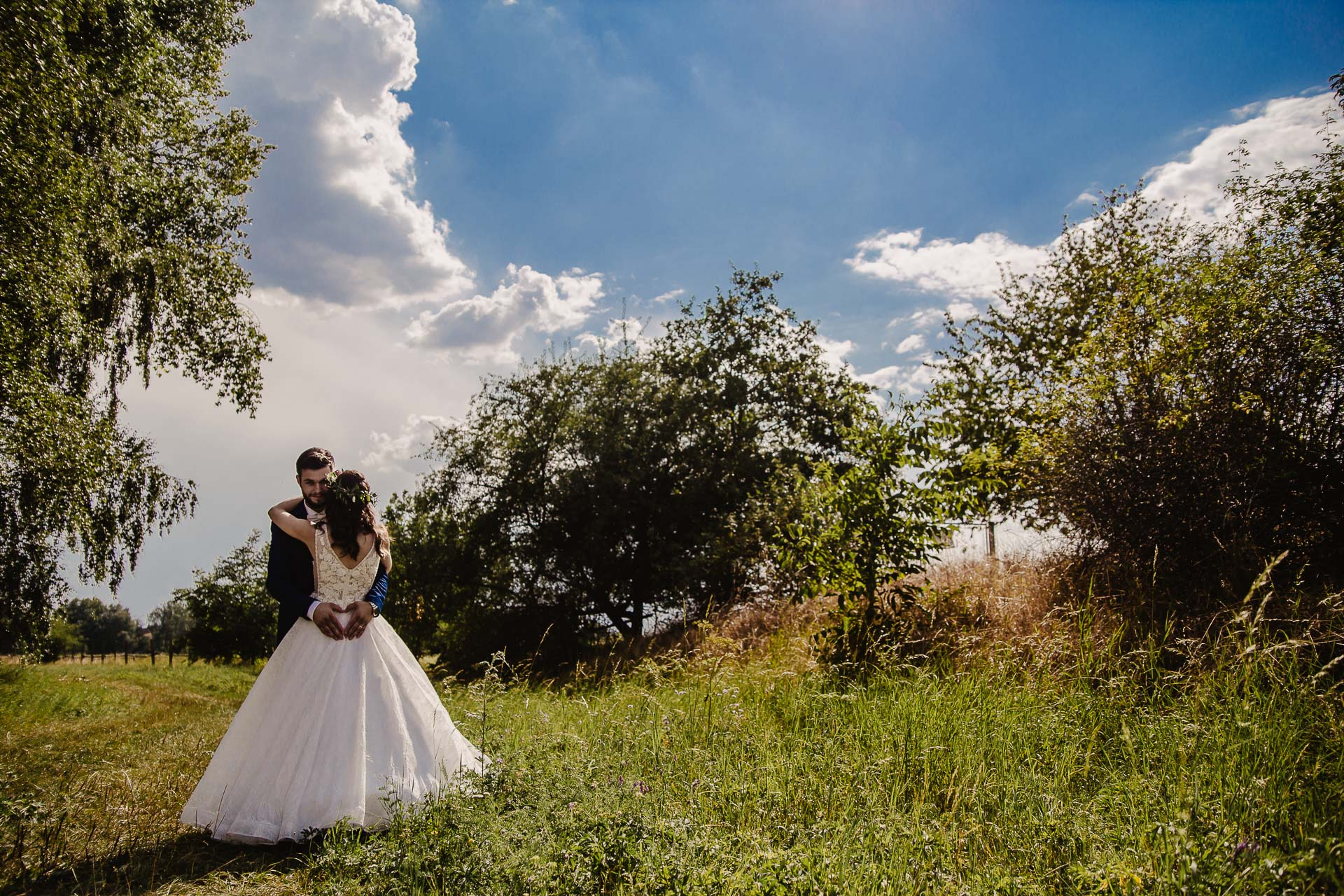 svatební fotograf Kochánky, cirkevní obřad, přírodní boho svatba-153