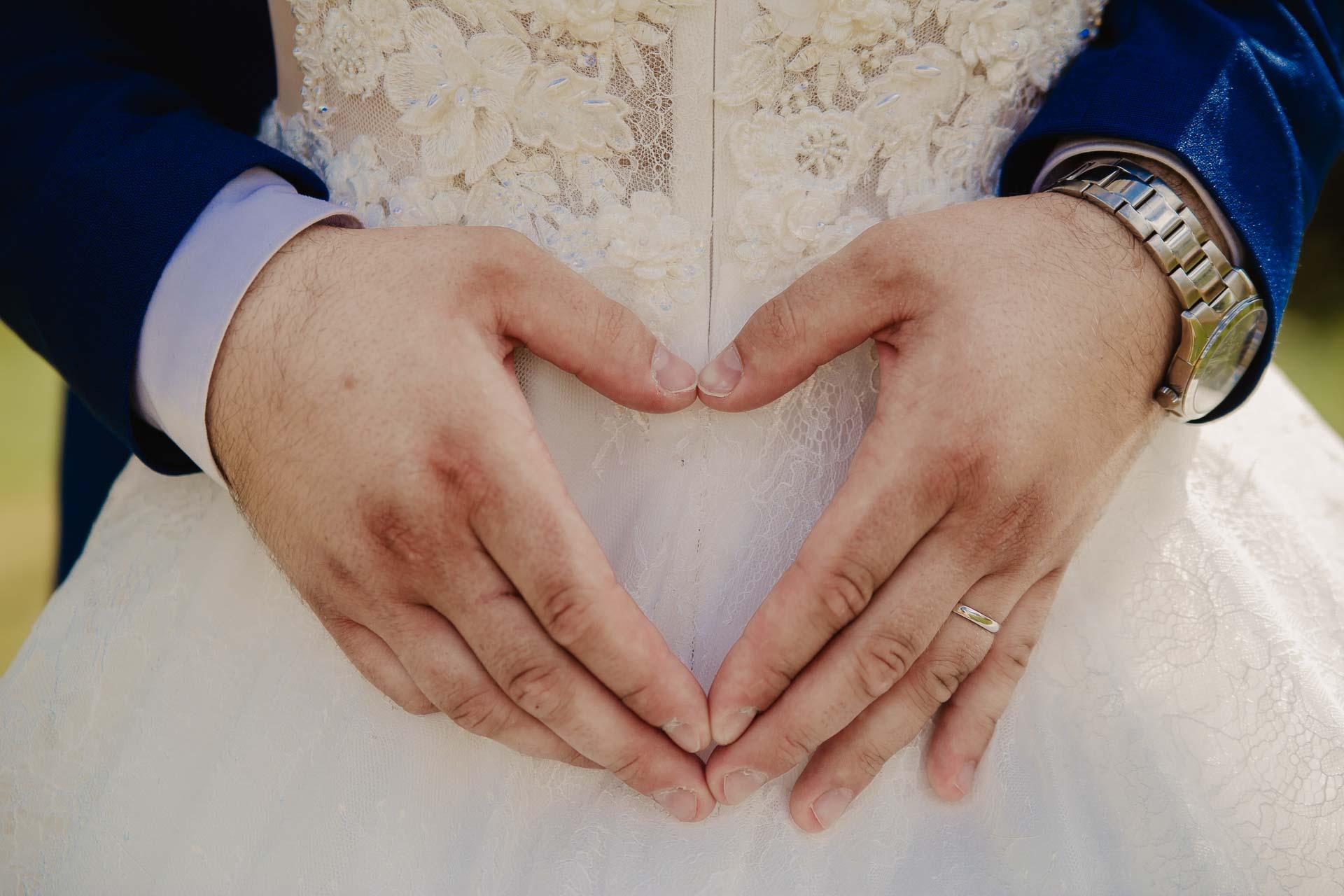 svatební fotograf Kochánky, cirkevní obřad, přírodní boho svatba-155
