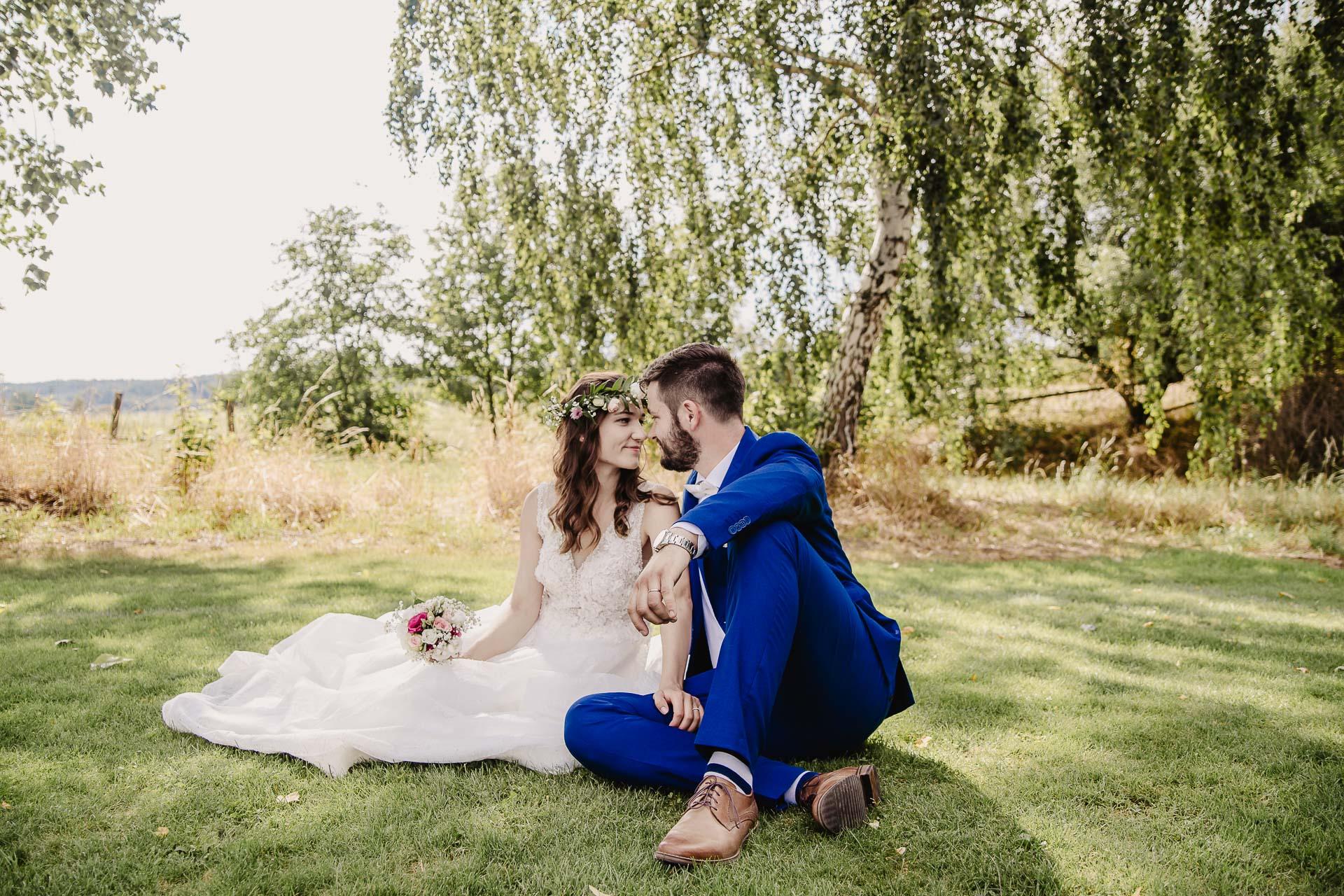 svatební fotograf Kochánky, cirkevní obřad, přírodní boho svatba-160
