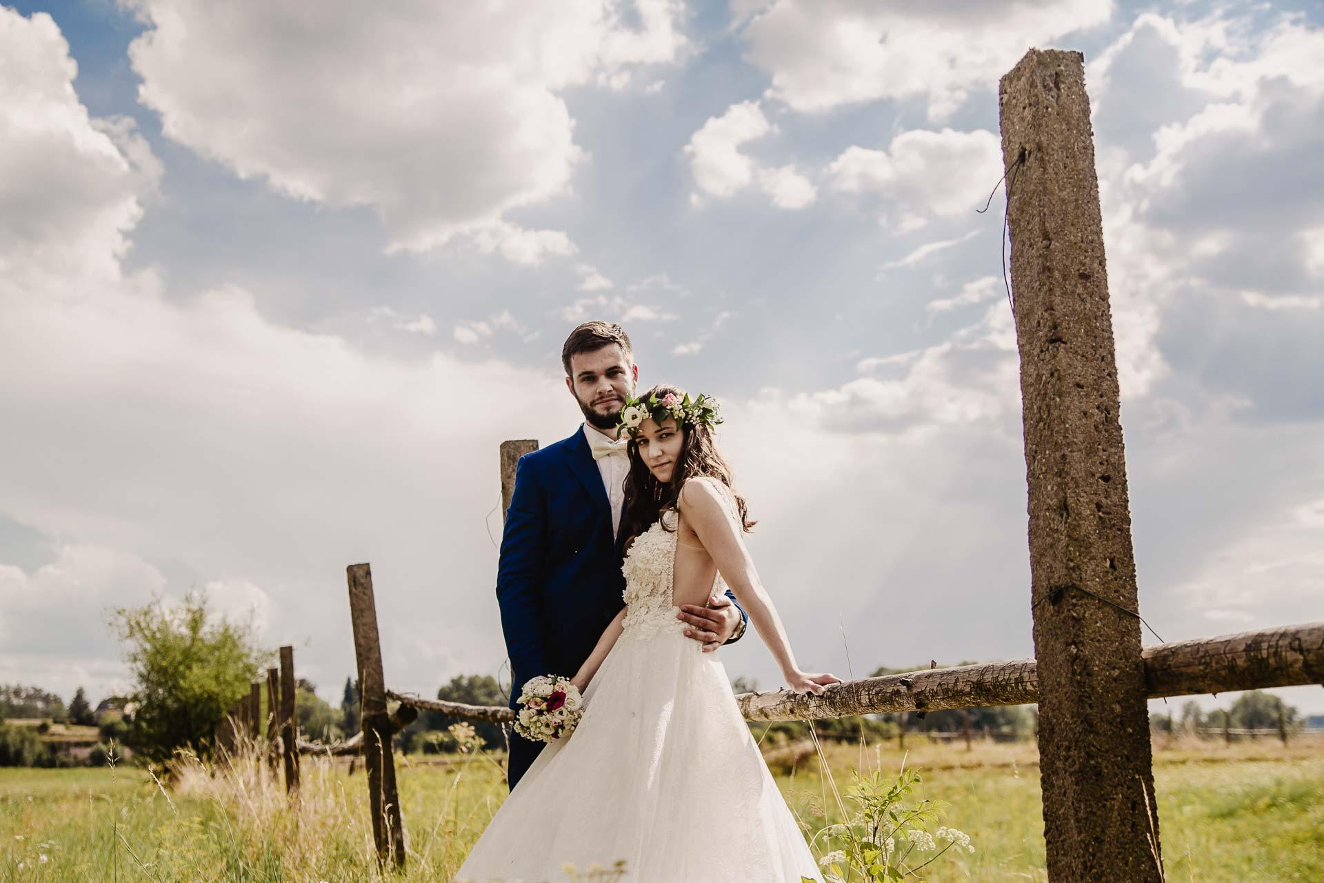 svatební fotograf Kochánky, cirkevní obřad, přírodní boho svatba-171