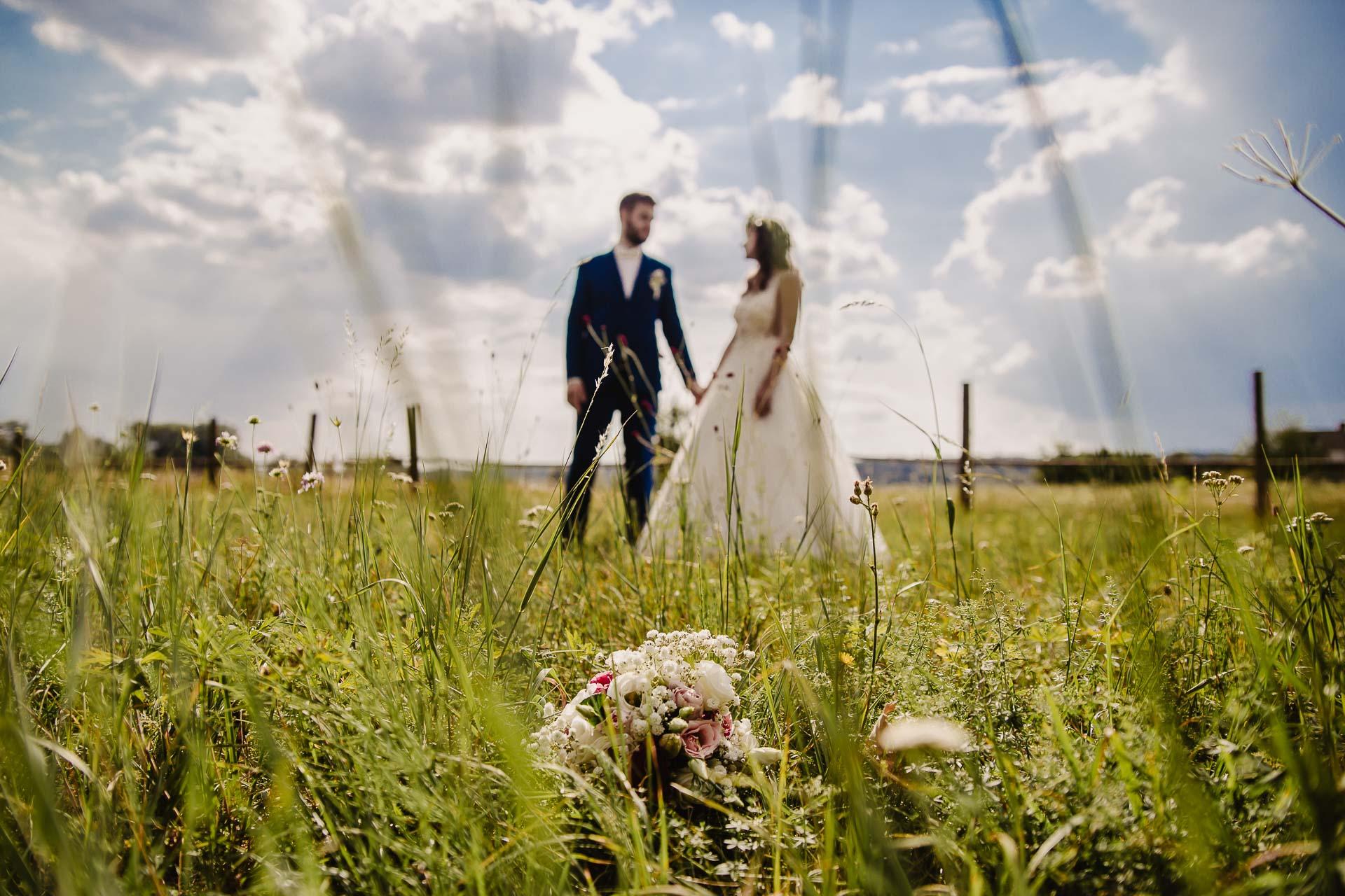 svatební fotograf Kochánky, cirkevní obřad, přírodní boho svatba-178