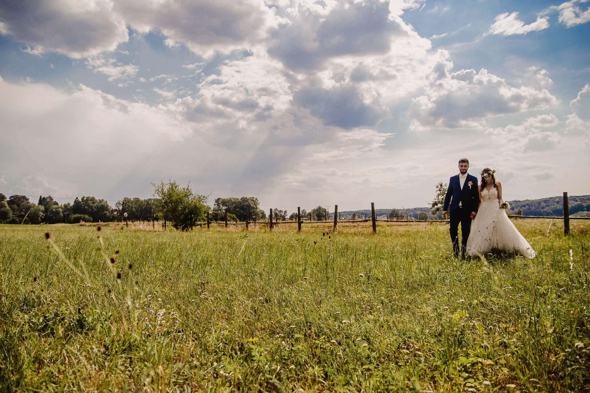 svatební fotograf Kochánky, cirkevní obřad, přírodní boho svatba-180