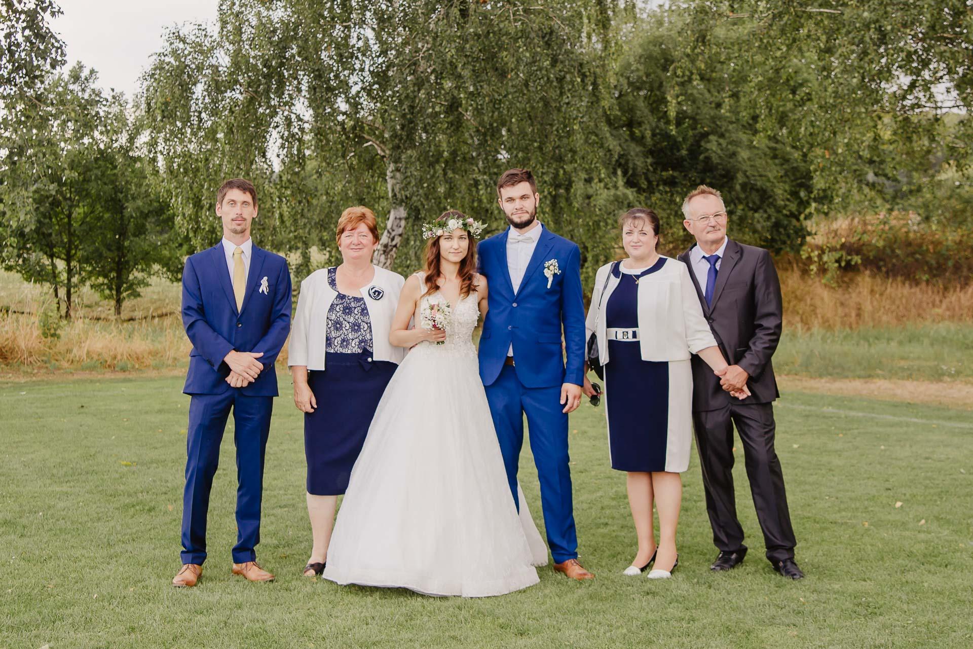 svatební fotograf Kochánky, cirkevní obřad, přírodní boho svatba-197