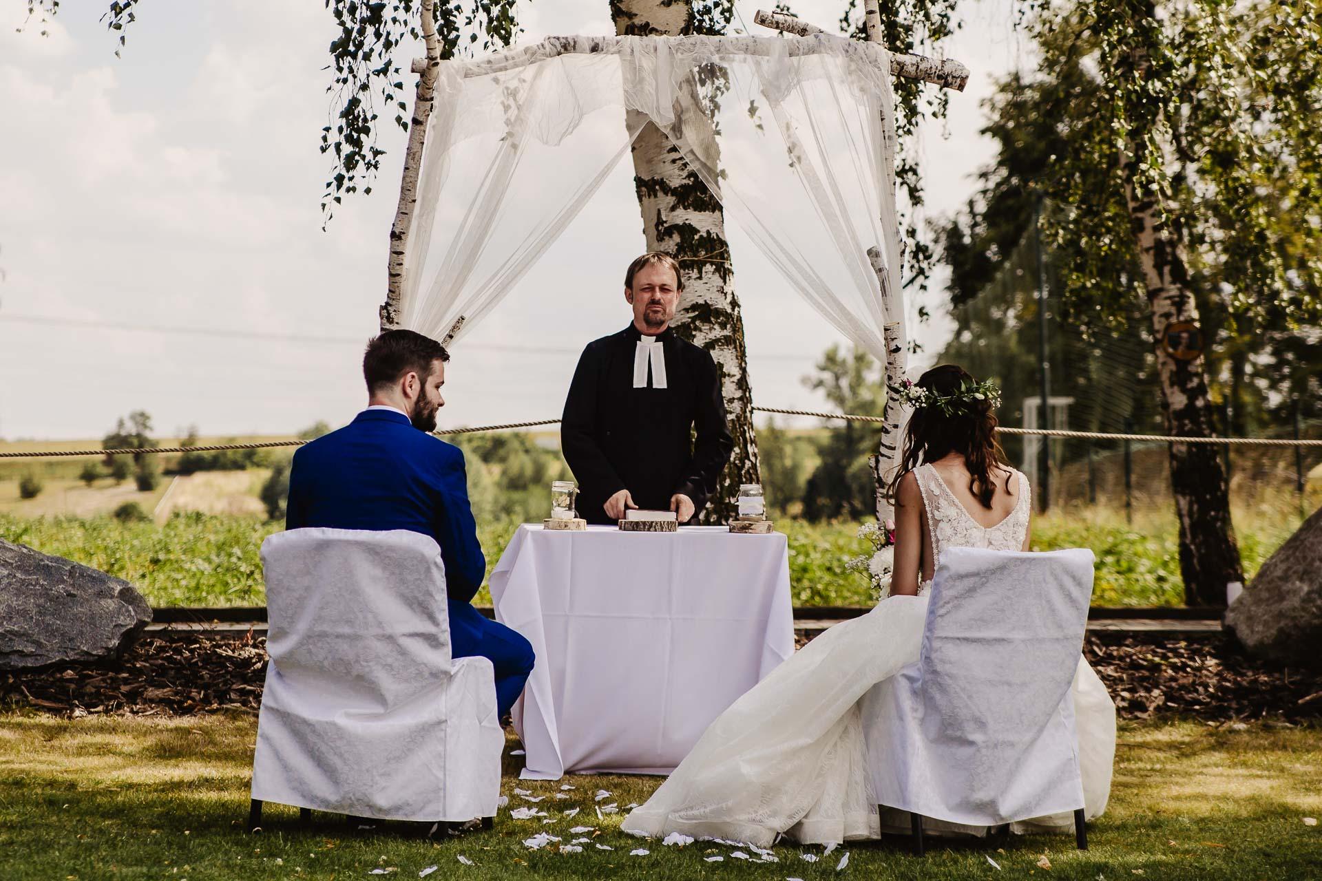 svatební fotograf Kochánky, cirkevní obřad, přírodní boho svatba-21