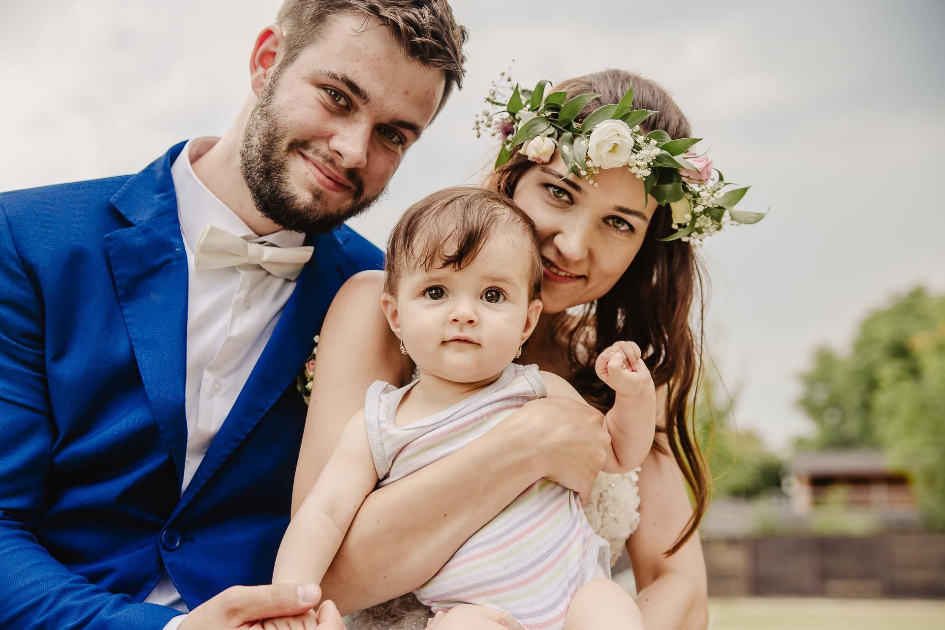 svatební fotograf Kochánky, cirkevní obřad, přírodní boho svatba-213