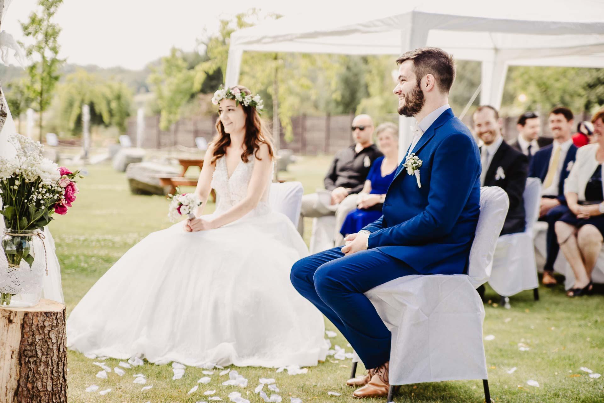 svatební fotograf Kochánky, cirkevní obřad, přírodní boho svatba-30