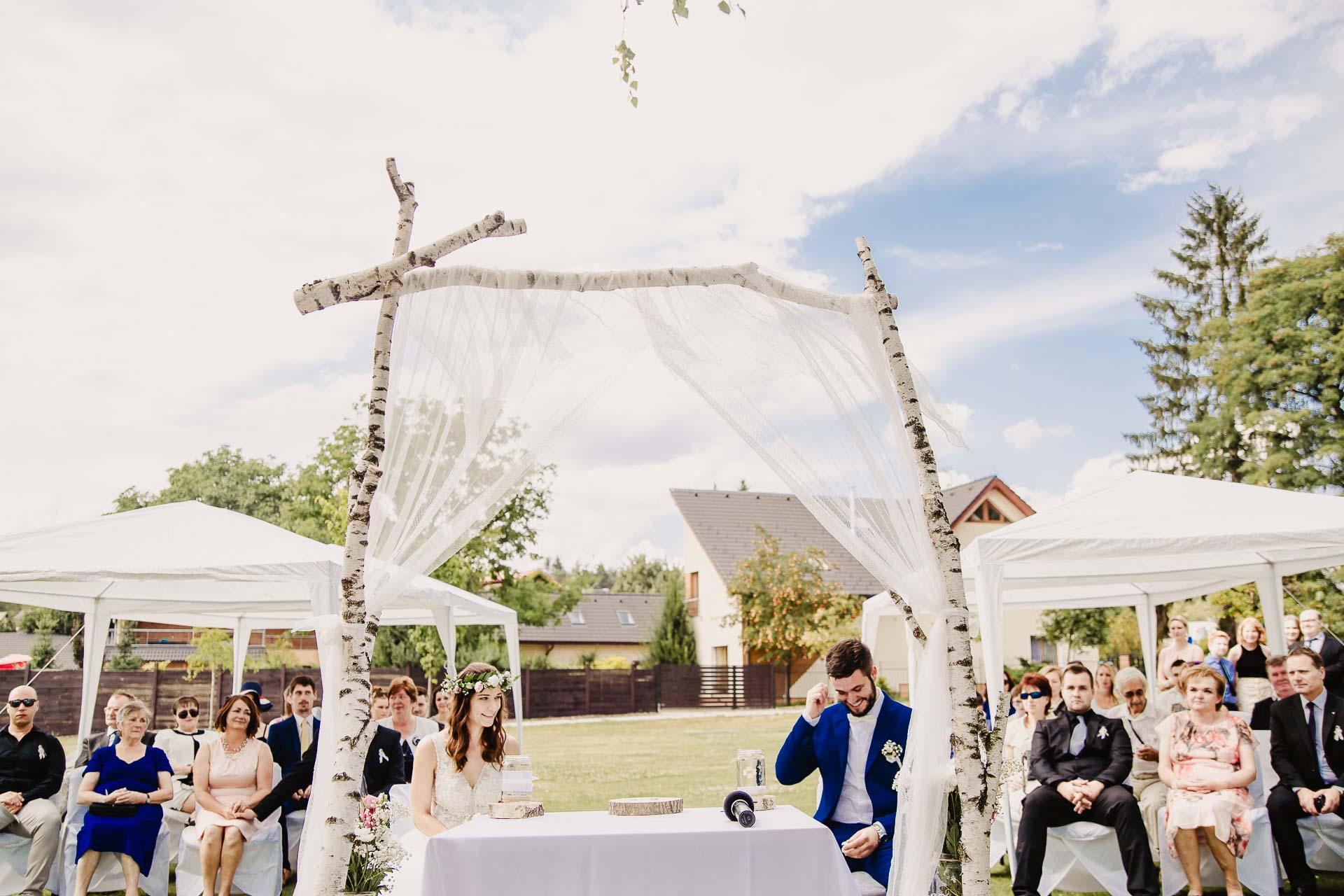 svatební fotograf Kochánky, cirkevní obřad, přírodní boho svatba-37