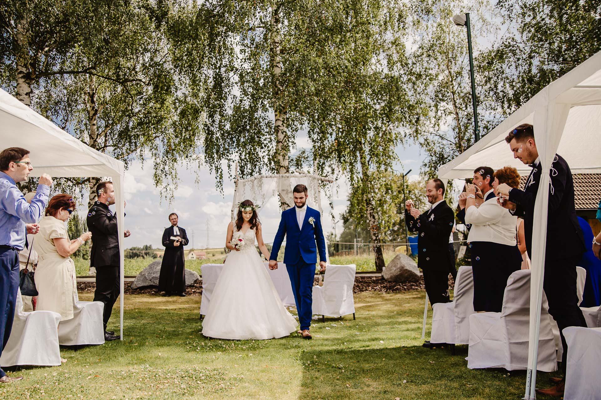 svatební fotograf Kochánky, cirkevní obřad, přírodní boho svatba-61