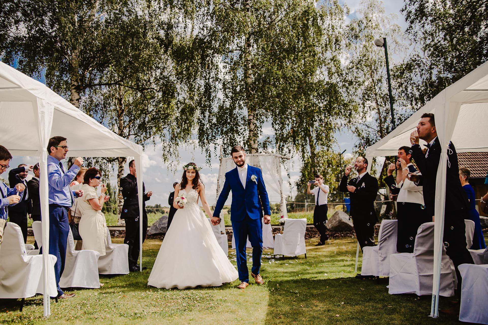 svatební fotograf Kochánky, cirkevní obřad, přírodní boho svatba-62