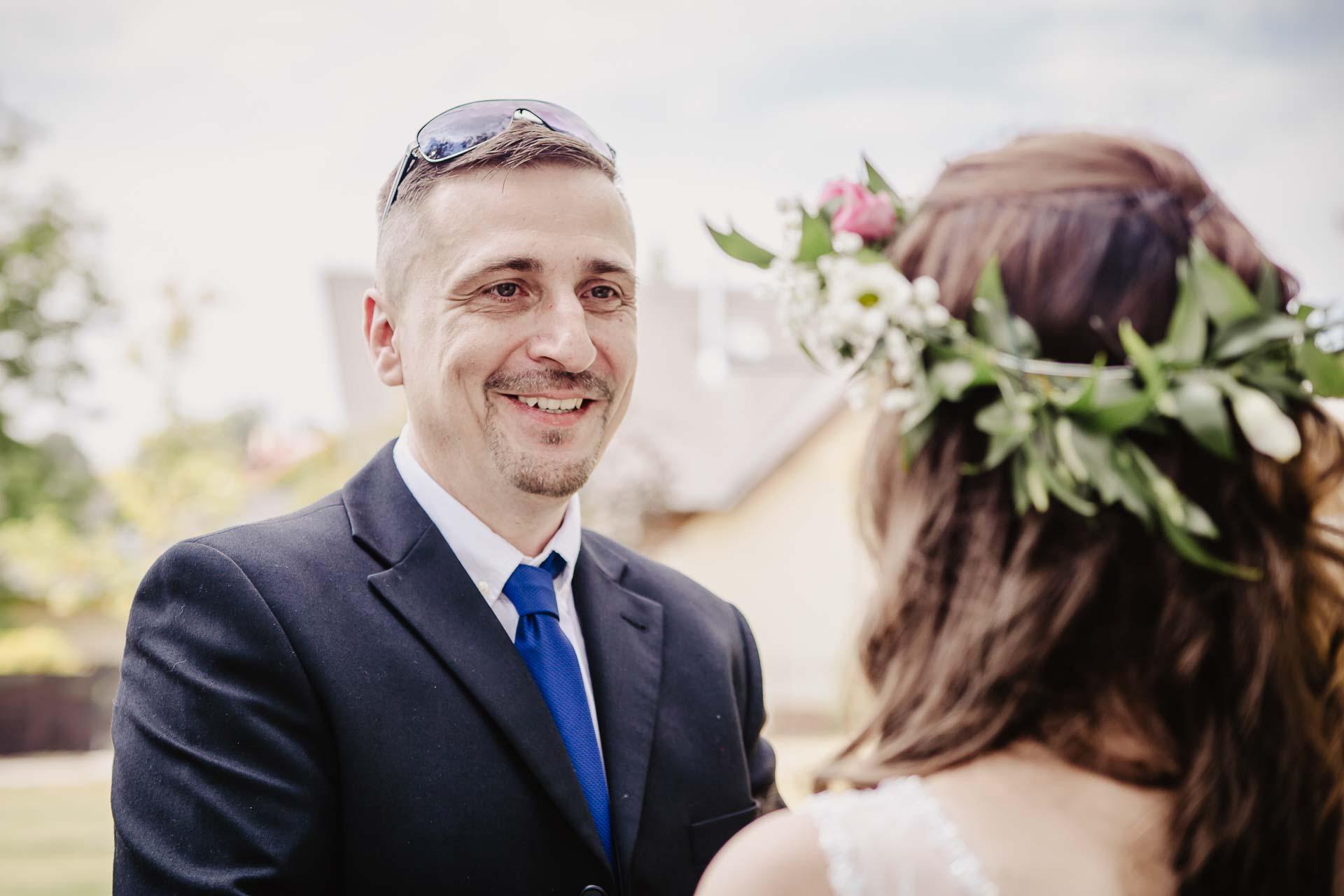 svatební fotograf Kochánky, cirkevní obřad, přírodní boho svatba-79