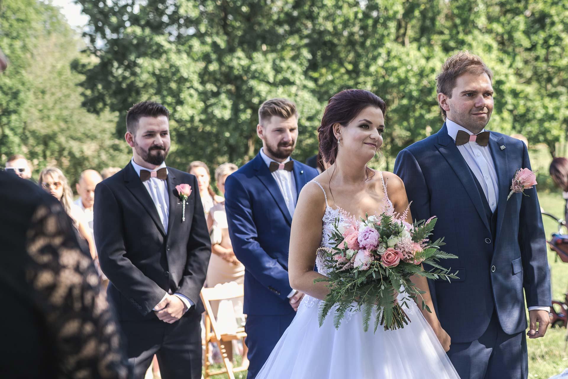 svatební-fotografie-Říp-svatební-video-ŘÍP-svatební-fotograf-ŘÍP-svatba-Mělník-svatba-Neratovice-fotograf-na-savtbu-kameraman-na-svatbu-109