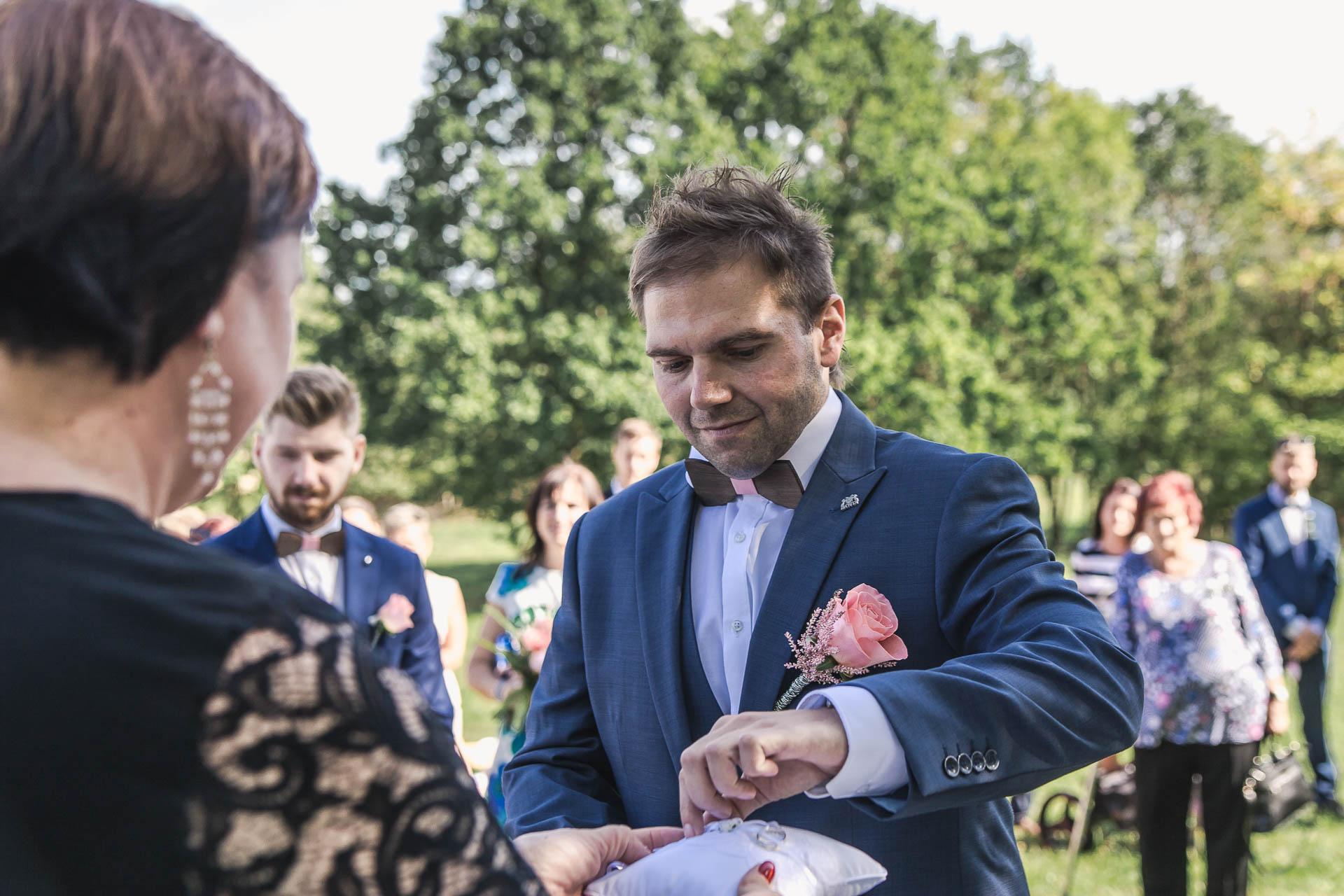 svatební-fotografie-Říp-svatební-video-ŘÍP-svatební-fotograf-ŘÍP-svatba-Mělník-svatba-Neratovice-fotograf-na-savtbu-kameraman-na-svatbu-111