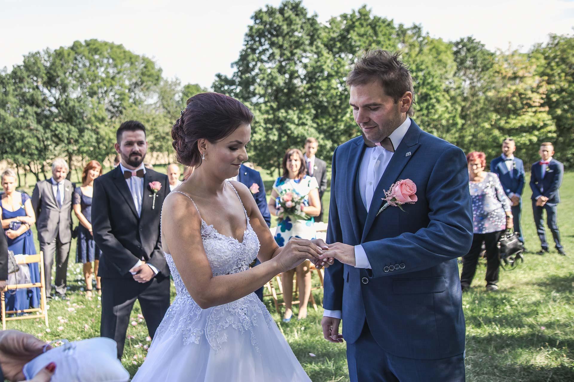svatební-fotografie-Říp-svatební-video-ŘÍP-svatební-fotograf-ŘÍP-svatba-Mělník-svatba-Neratovice-fotograf-na-savtbu-kameraman-na-svatbu-116