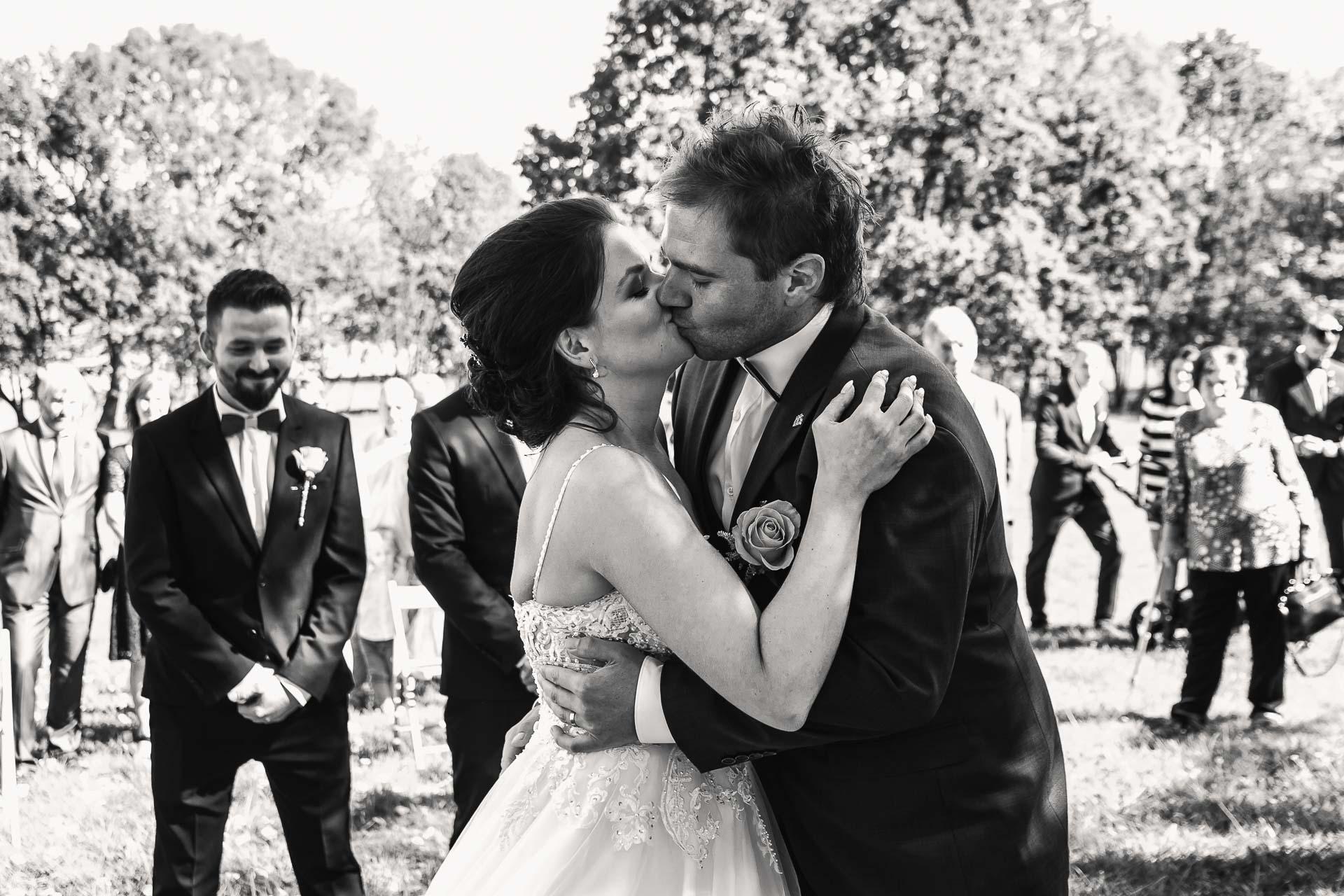 svatební-fotografie-Říp-svatební-video-ŘÍP-svatební-fotograf-ŘÍP-svatba-Mělník-svatba-Neratovice-fotograf-na-savtbu-kameraman-na-svatbu-118