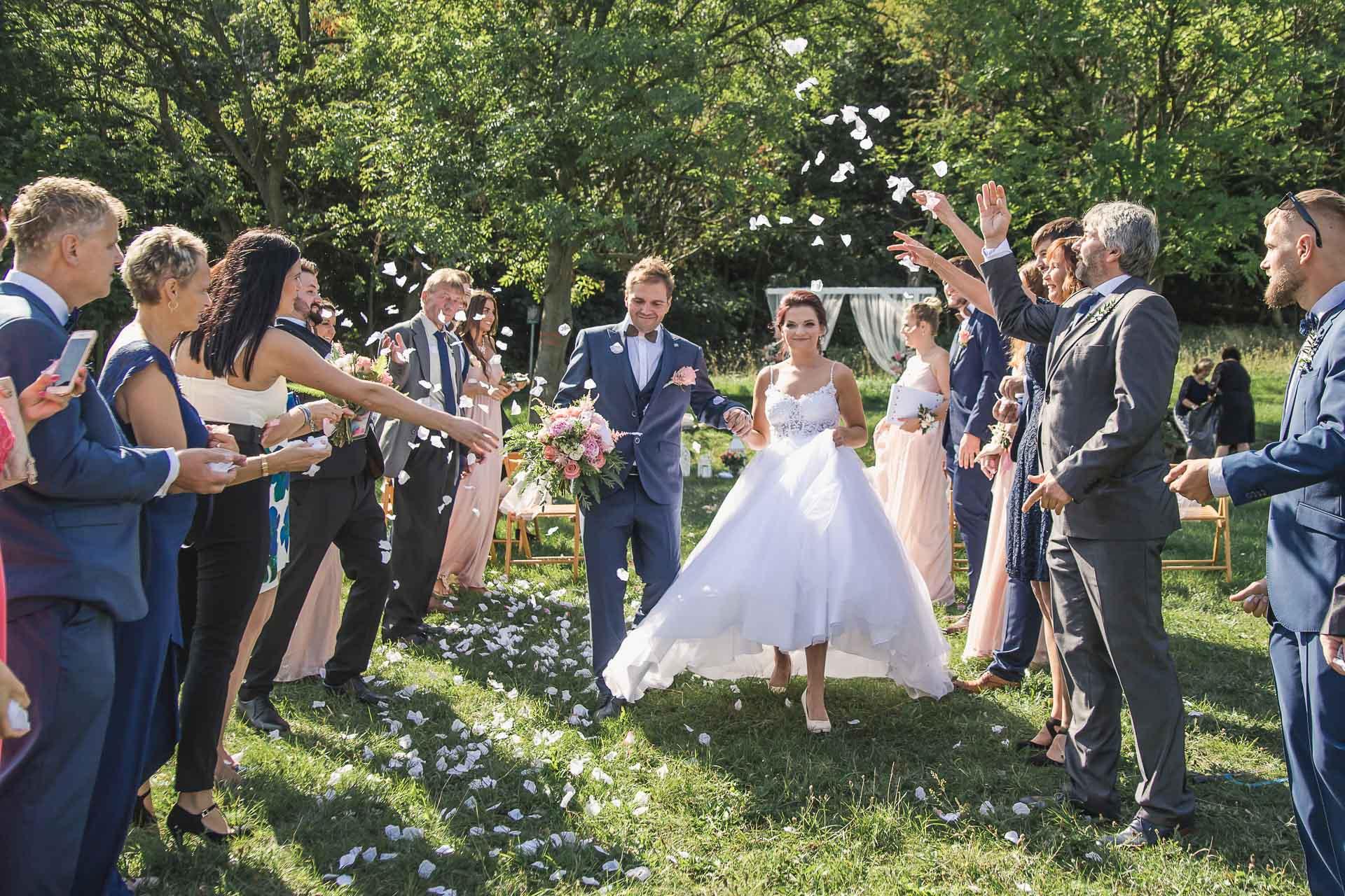svatební-fotografie-Říp-svatební-video-ŘÍP-svatební-fotograf-ŘÍP-svatba-Mělník-svatba-Neratovice-fotograf-na-savtbu-kameraman-na-svatbu-144