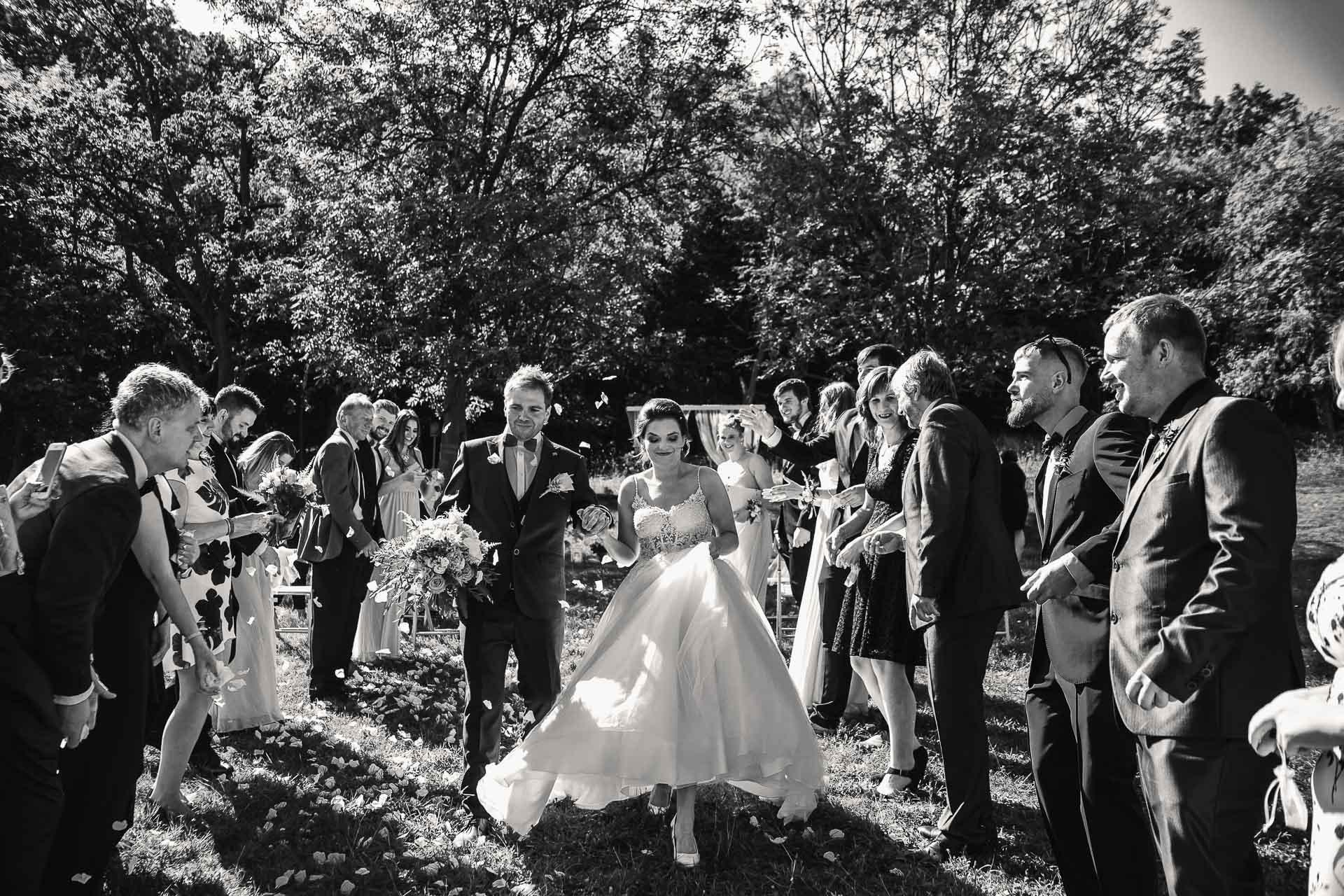 svatební-fotografie-Říp-svatební-video-ŘÍP-svatební-fotograf-ŘÍP-svatba-Mělník-svatba-Neratovice-fotograf-na-savtbu-kameraman-na-svatbu-146