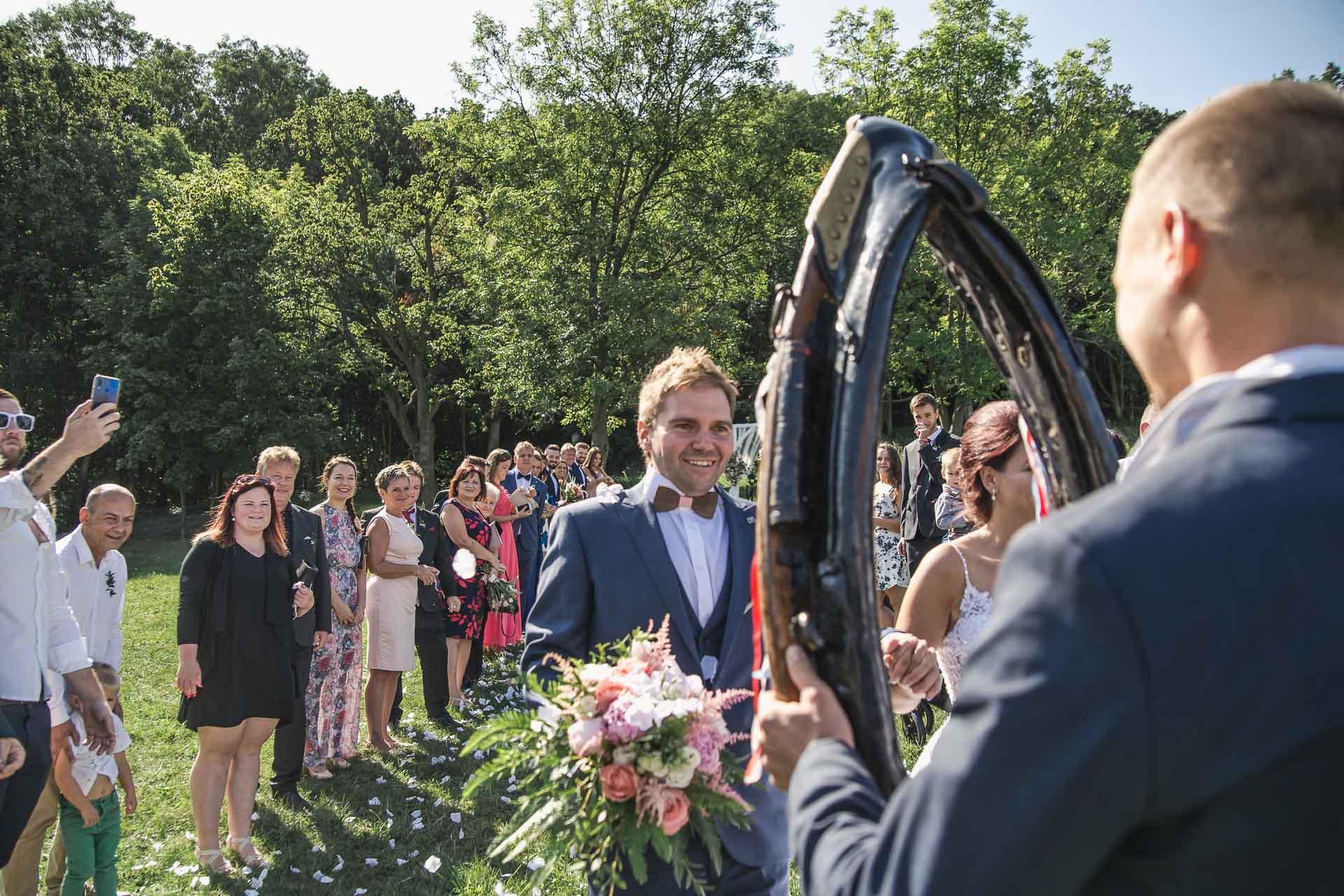 svatební-fotografie-Říp-svatební-video-ŘÍP-svatební-fotograf-ŘÍP-svatba-Mělník-svatba-Neratovice-fotograf-na-savtbu-kameraman-na-svatbu-149