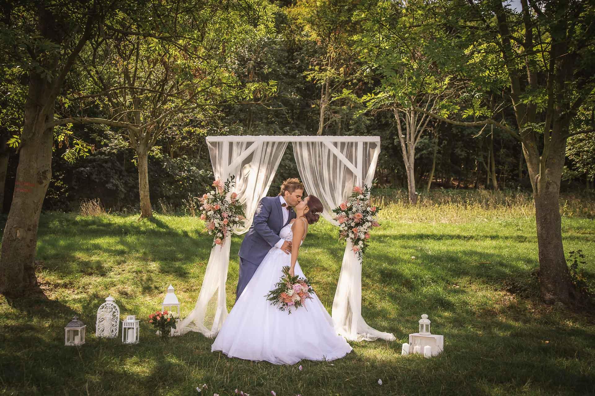 svatební-fotografie-Říp-svatební-video-ŘÍP-svatební-fotograf-ŘÍP-svatba-Mělník-svatba-Neratovice-fotograf-na-savtbu-kameraman-na-svatbu-181