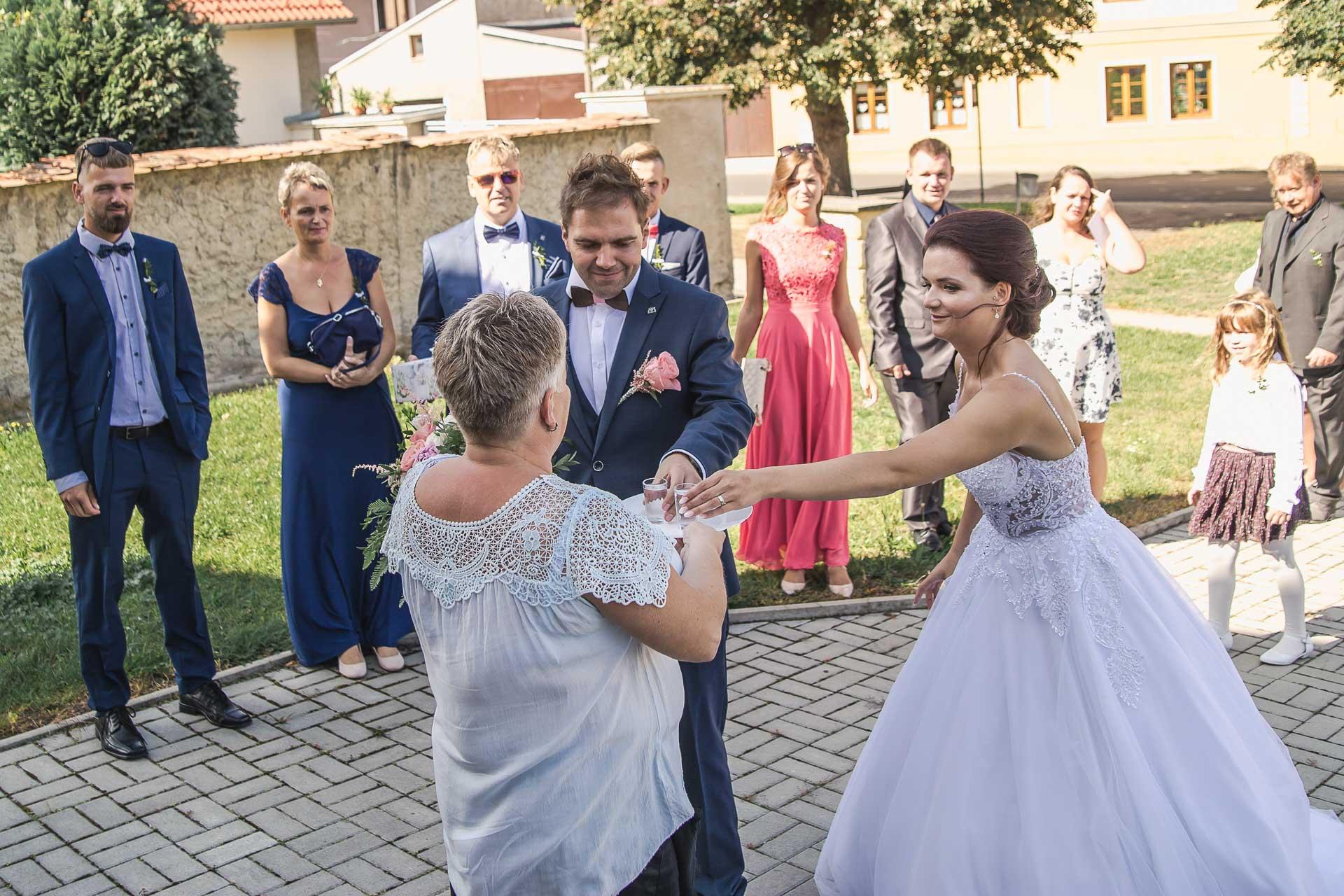 svatební-fotografie-Říp-svatební-video-ŘÍP-svatební-fotograf-ŘÍP-svatba-Mělník-svatba-Neratovice-fotograf-na-savtbu-kameraman-na-svatbu-219