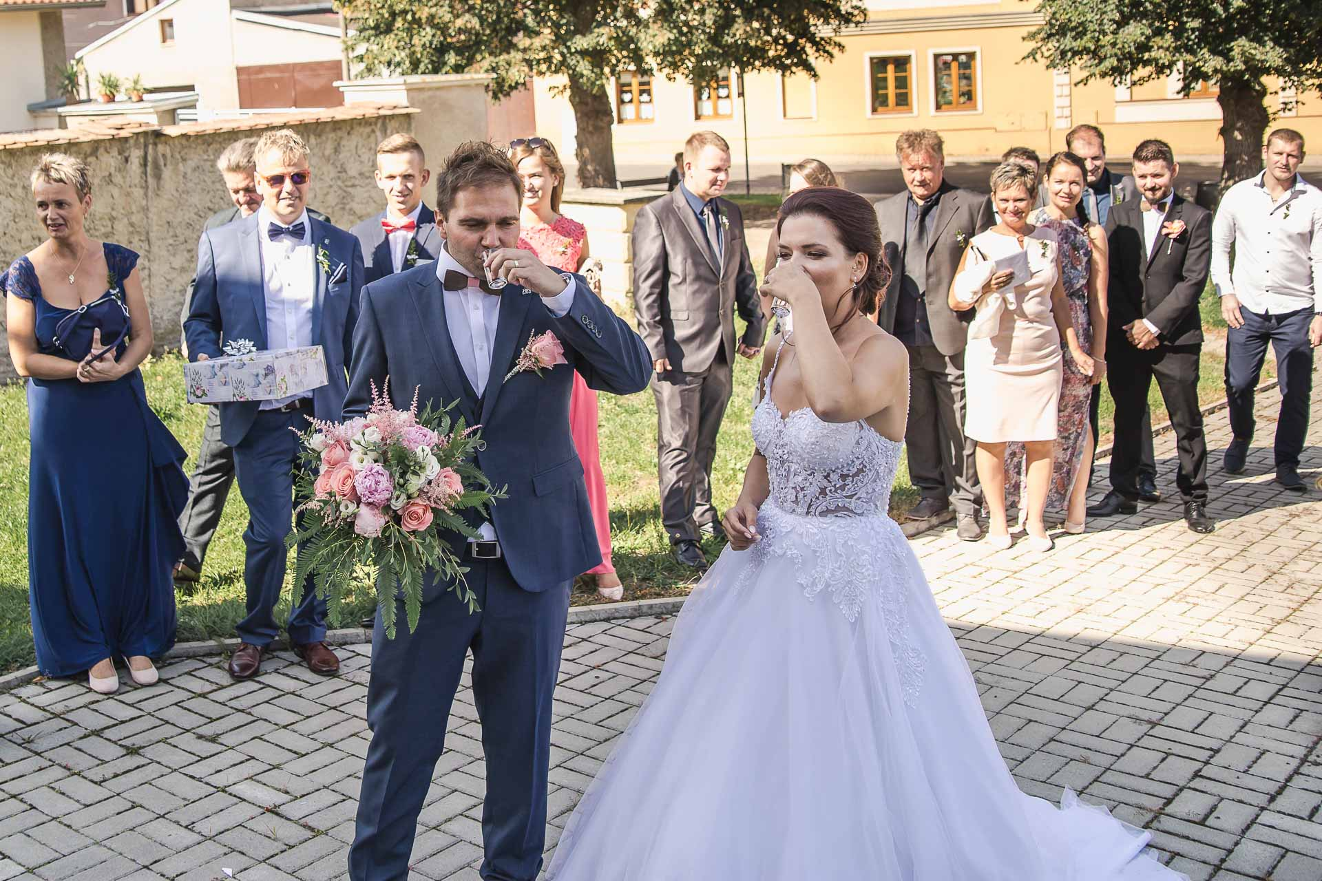 svatební-fotografie-Říp-svatební-video-ŘÍP-svatební-fotograf-ŘÍP-svatba-Mělník-svatba-Neratovice-fotograf-na-savtbu-kameraman-na-svatbu-223