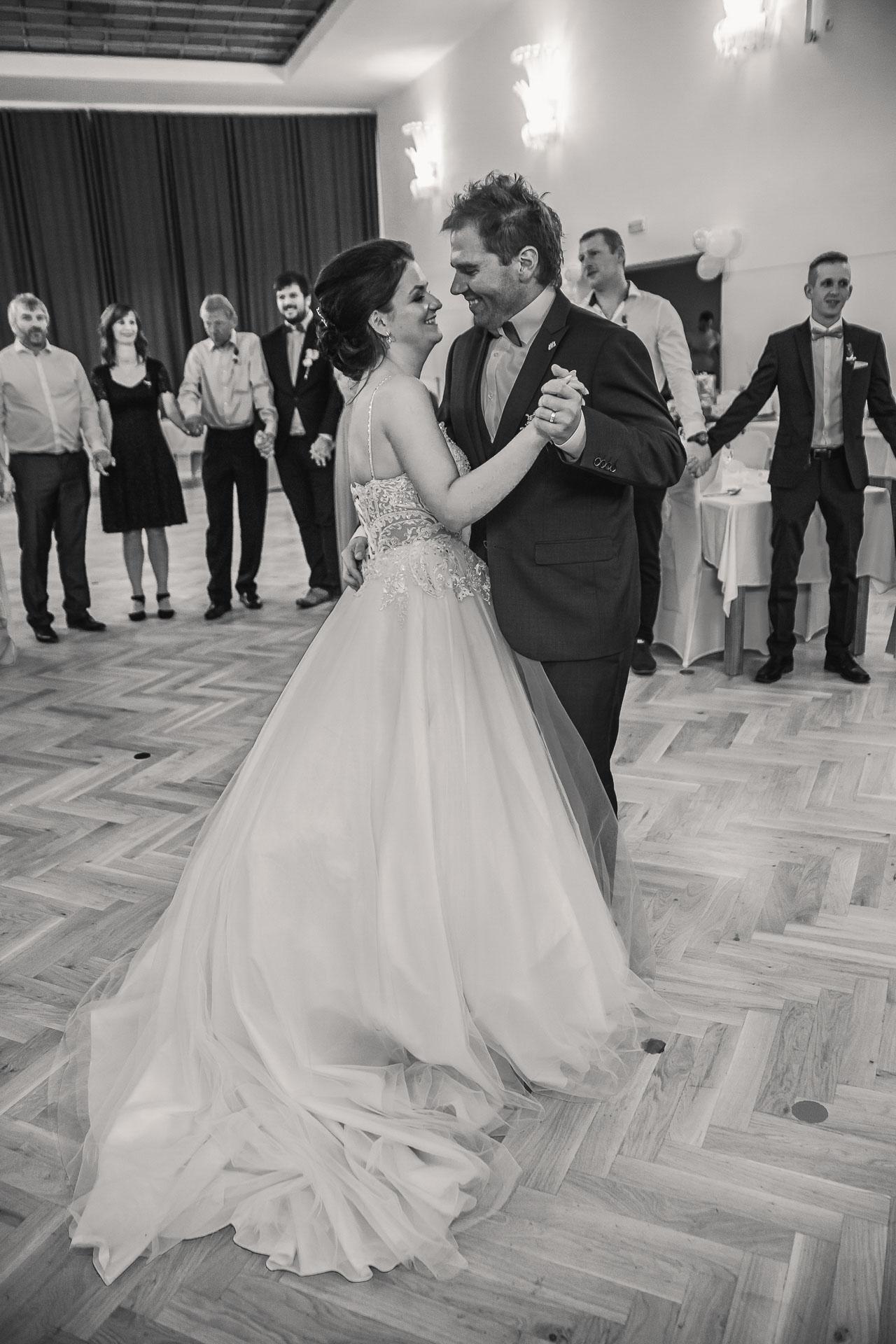 svatební-fotografie-Říp-svatební-video-ŘÍP-svatební-fotograf-ŘÍP-svatba-Mělník-svatba-Neratovice-fotograf-na-savtbu-kameraman-na-svatbu-268