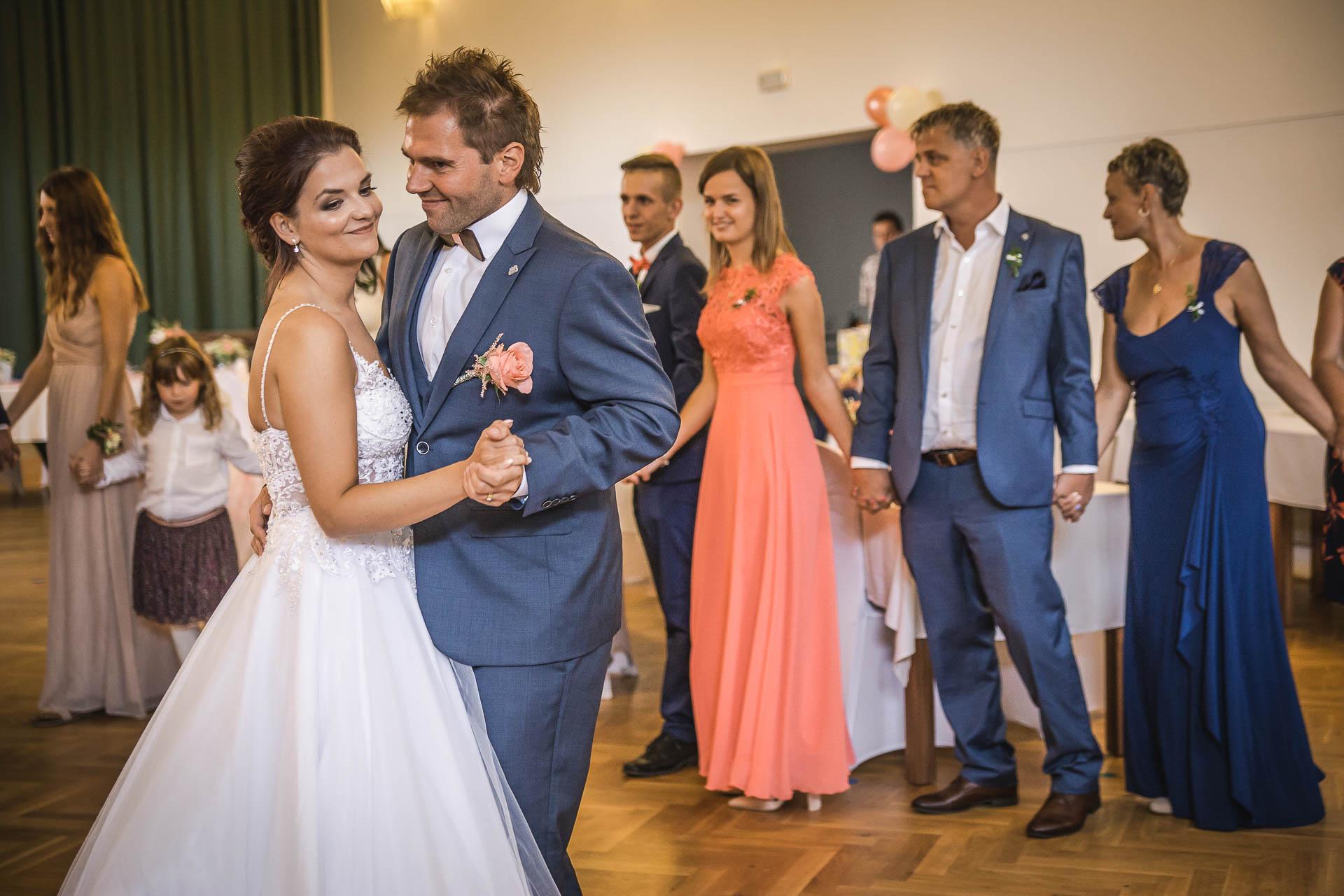 svatební-fotografie-Říp-svatební-video-ŘÍP-svatební-fotograf-ŘÍP-svatba-Mělník-svatba-Neratovice-fotograf-na-savtbu-kameraman-na-svatbu-269