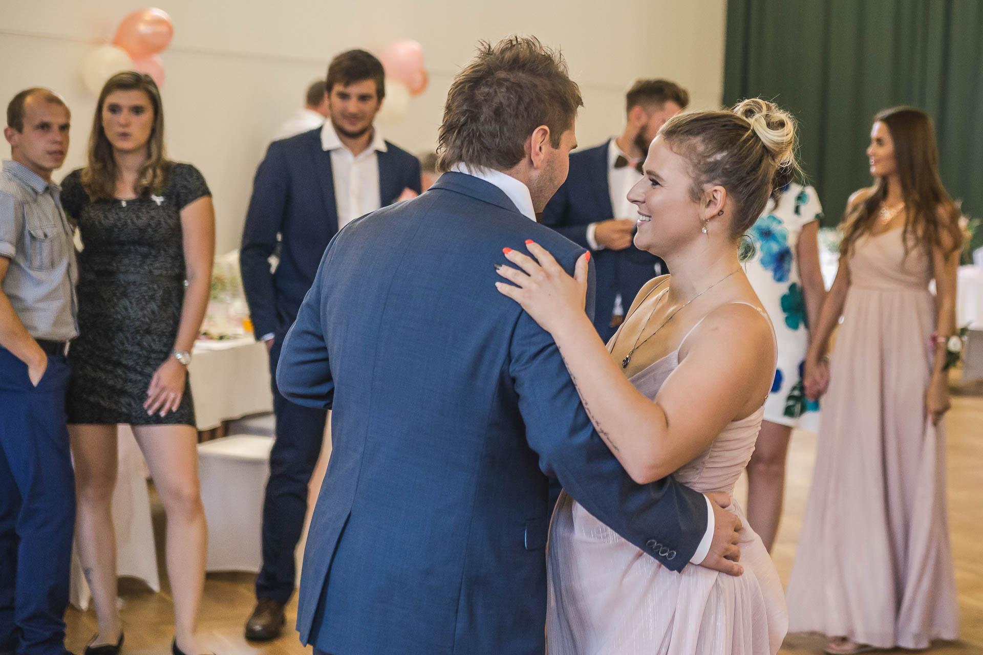 svatební-fotografie-Říp-svatební-video-ŘÍP-svatební-fotograf-ŘÍP-svatba-Mělník-svatba-Neratovice-fotograf-na-savtbu-kameraman-na-svatbu-286