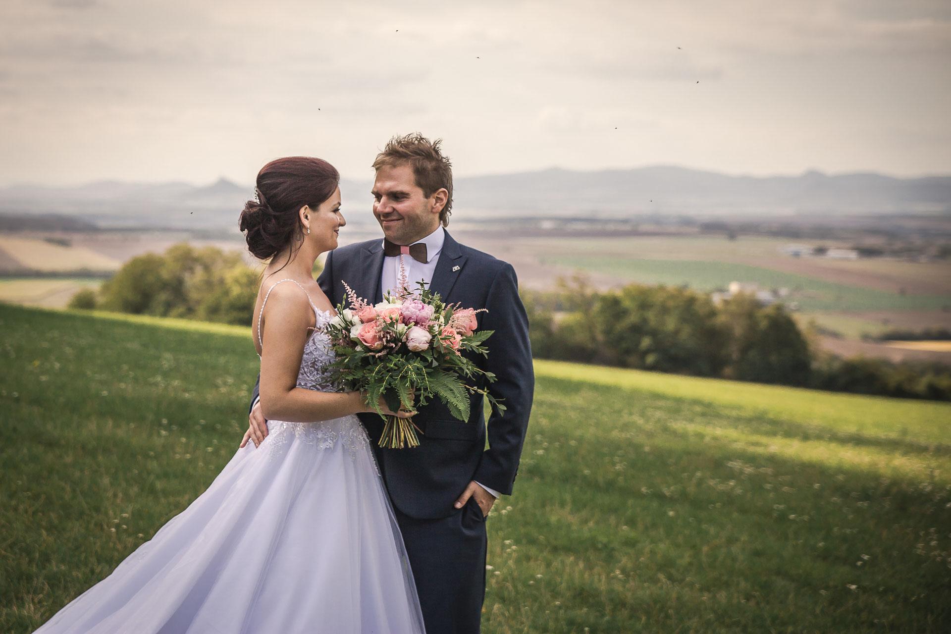 svatební-fotografie-Říp-svatební-video-ŘÍP-svatební-fotograf-ŘÍP-svatba-Mělník-svatba-Neratovice-fotograf-na-savtbu-kameraman-na-svatbu-314