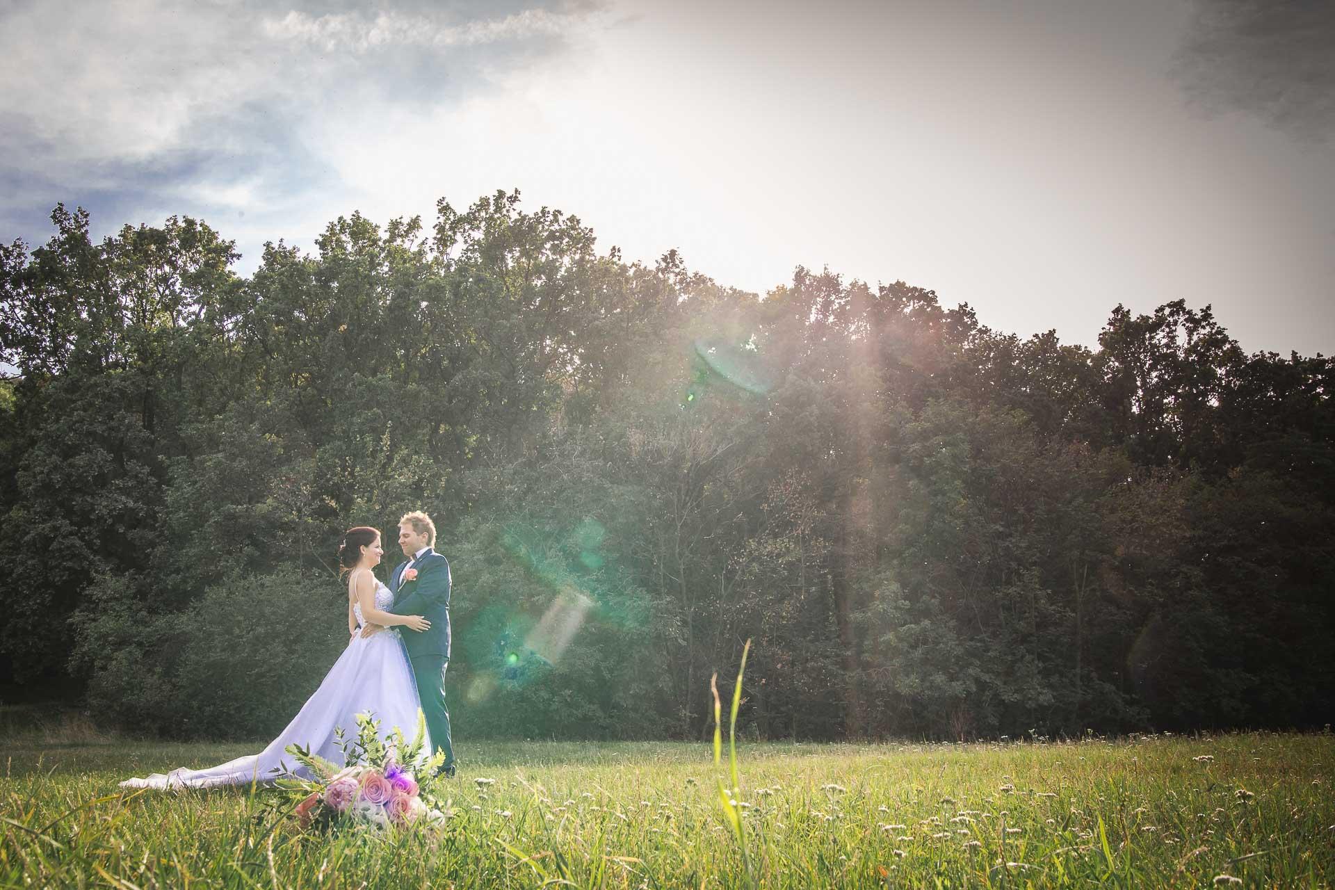svatební-fotografie-Říp-svatební-video-ŘÍP-svatební-fotograf-ŘÍP-svatba-Mělník-svatba-Neratovice-fotograf-na-savtbu-kameraman-na-svatbu-320