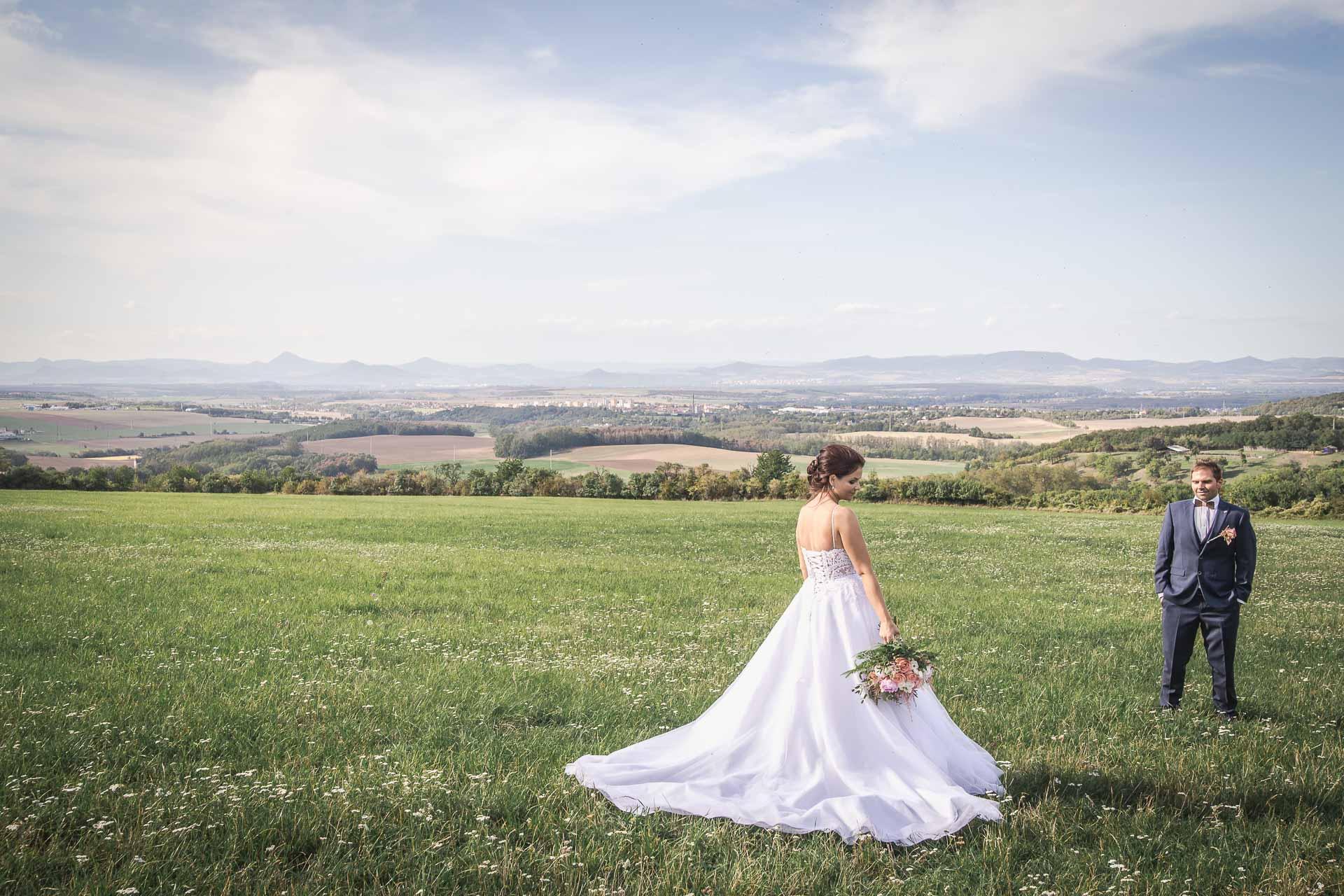 svatební-fotografie-Říp-svatební-video-ŘÍP-svatební-fotograf-ŘÍP-svatba-Mělník-svatba-Neratovice-fotograf-na-savtbu-kameraman-na-svatbu-339