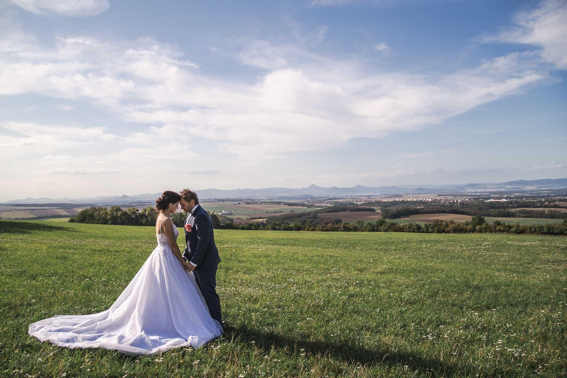 svatební-fotografie-Říp-svatební-video-ŘÍP-svatební-fotograf-ŘÍP-svatba-Mělník-svatba-Neratovice-fotograf-na-savtbu-kameraman-na-svatbu-356