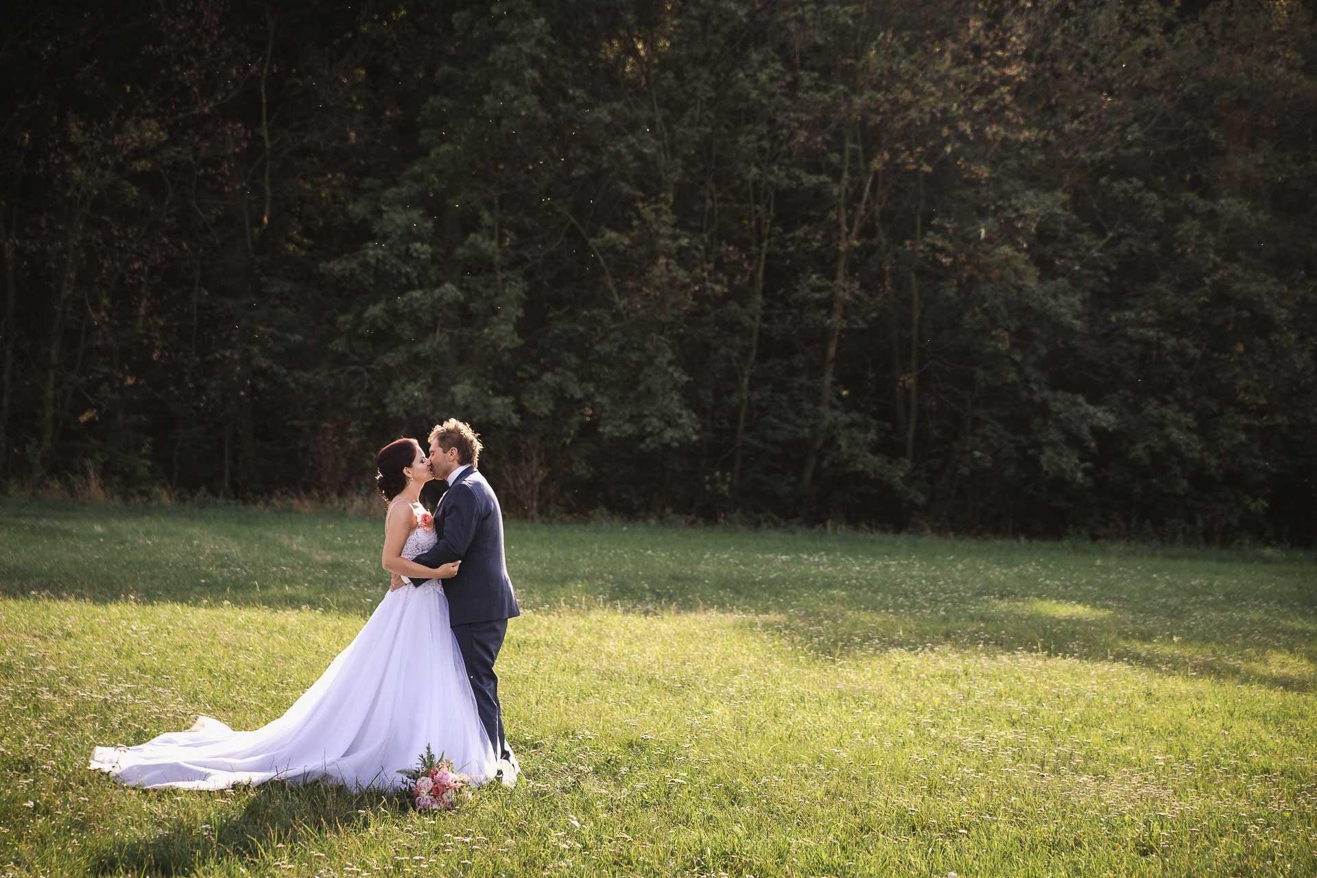 svatební-fotografie-Říp-svatební-video-ŘÍP-svatební-fotograf-ŘÍP-svatba-Mělník-svatba-Neratovice-fotograf-na-savtbu-kameraman-na-svatbu-361