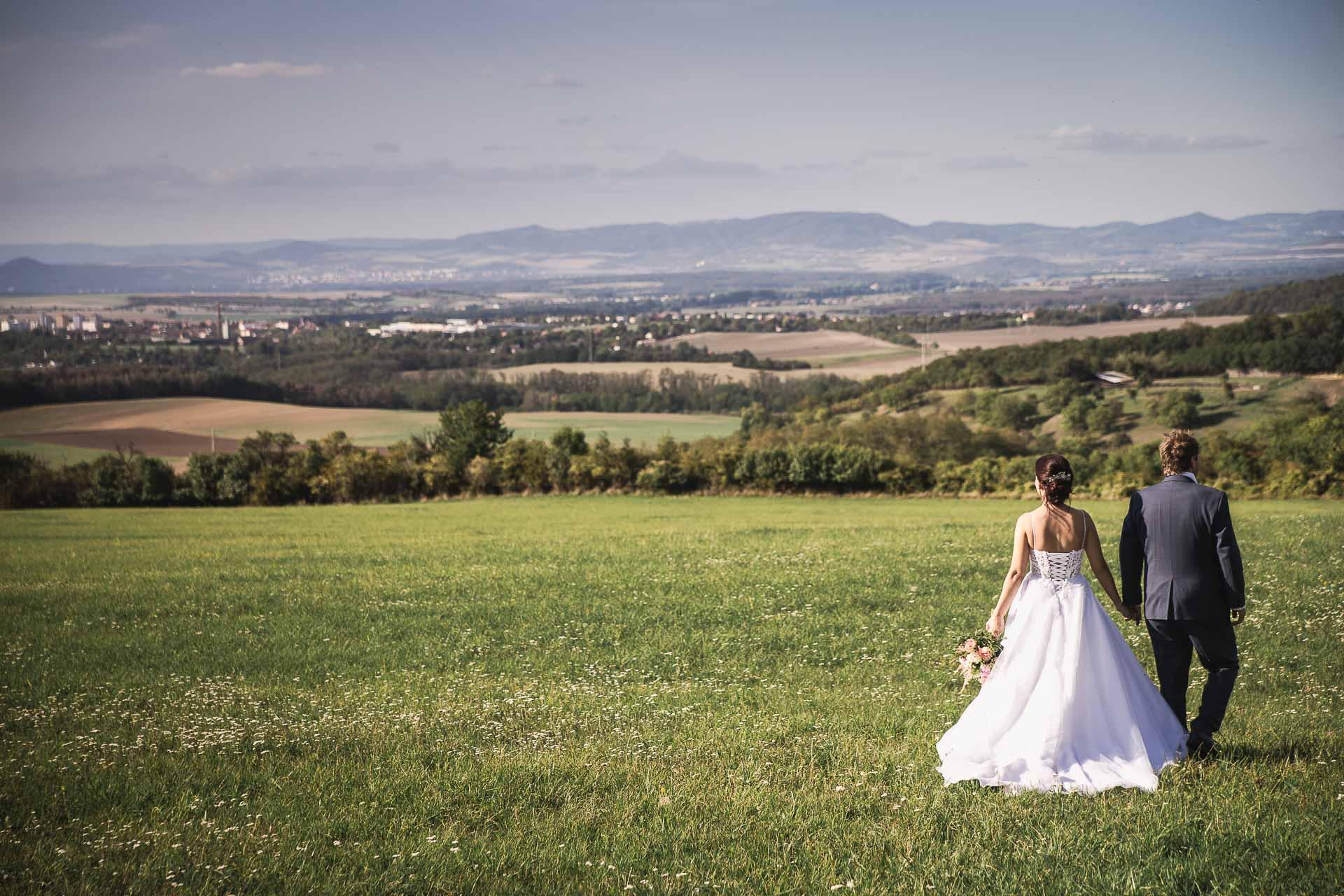 svatební-fotografie-Říp-svatební-video-ŘÍP-svatební-fotograf-ŘÍP-svatba-Mělník-svatba-Neratovice-fotograf-na-savtbu-kameraman-na-svatbu-363